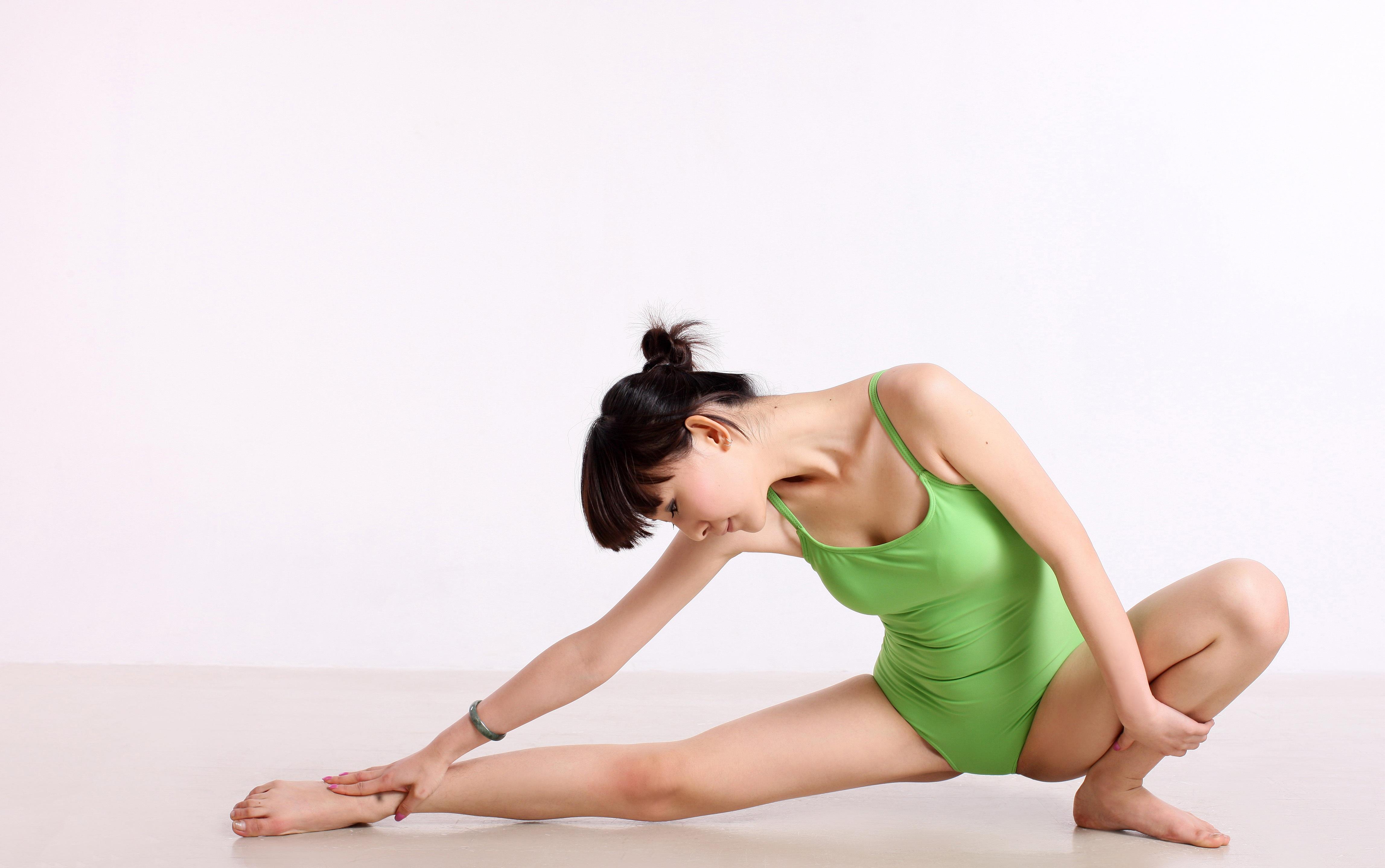 Fotos gratis : hembra, pierna, baile, sentado, brazo, músculo, pecho ...