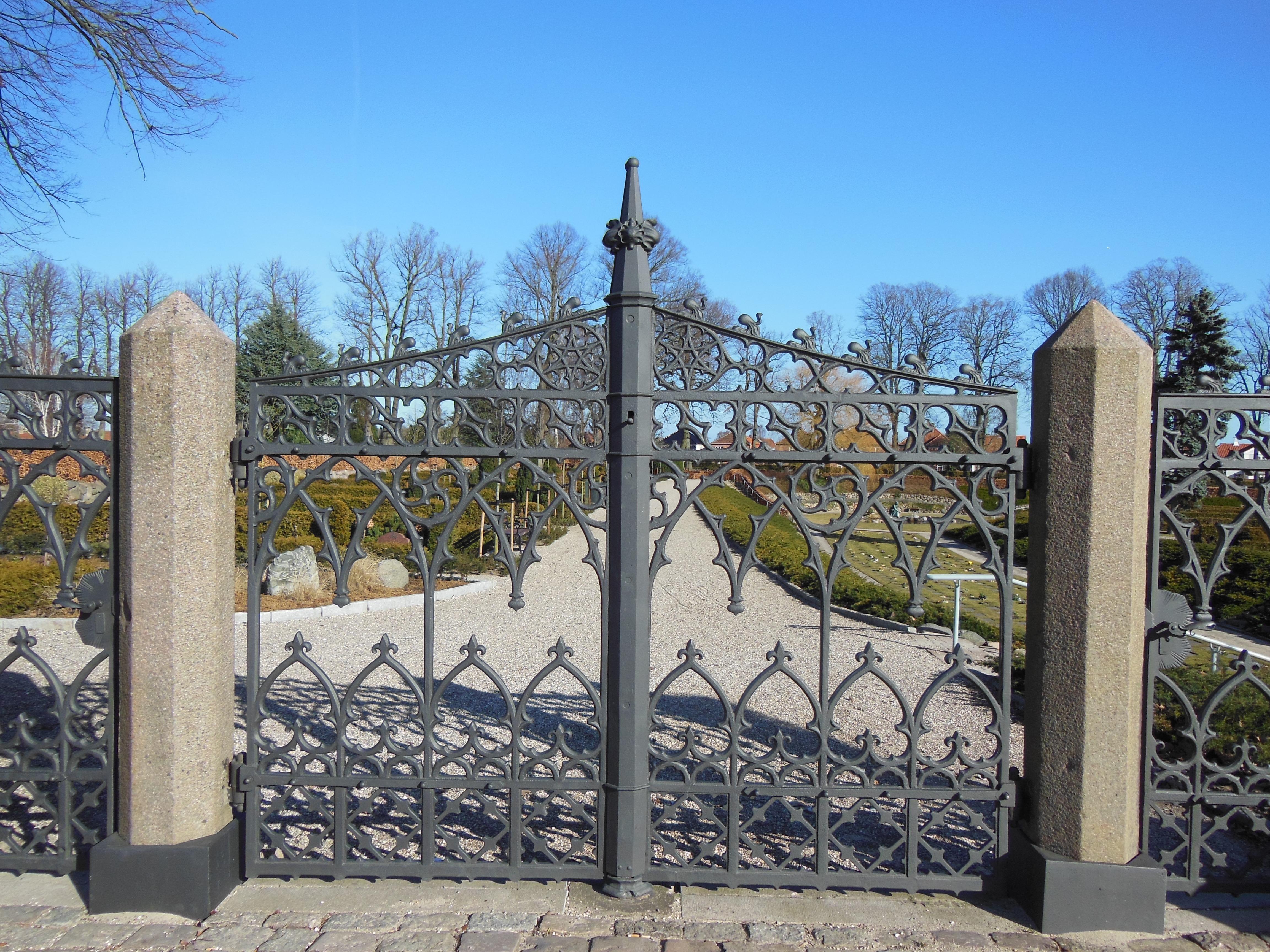 Kostenlose foto Zaun alt Bogen Metall Tor blauer Himmel