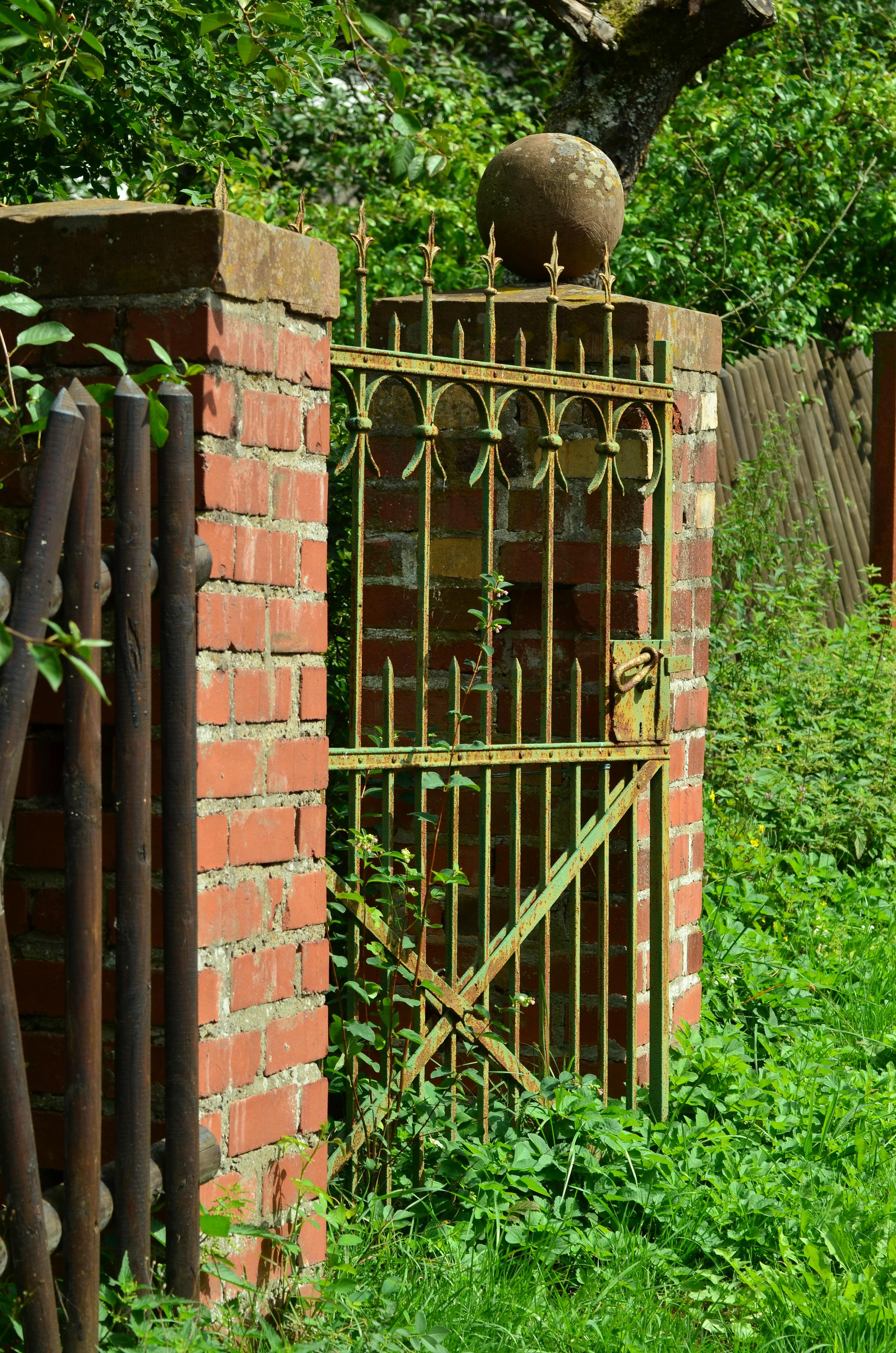 Gratis billeder stolpe gr spl ne gammel sten for Door to gate kontakt