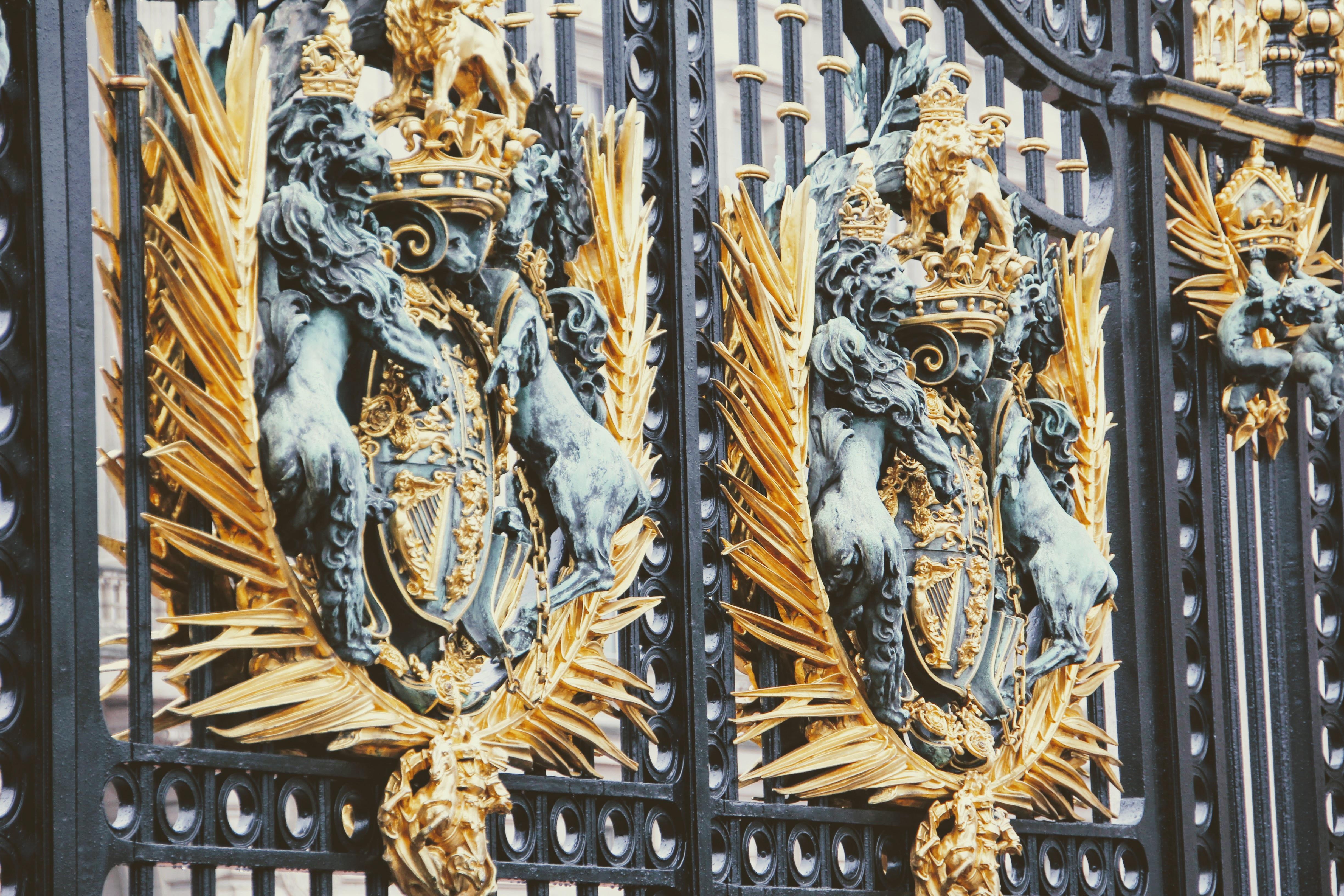 Entzückend Loewe Zaun Dekoration Von Struktur Palast Statue Golden Fassade Dom Löwe