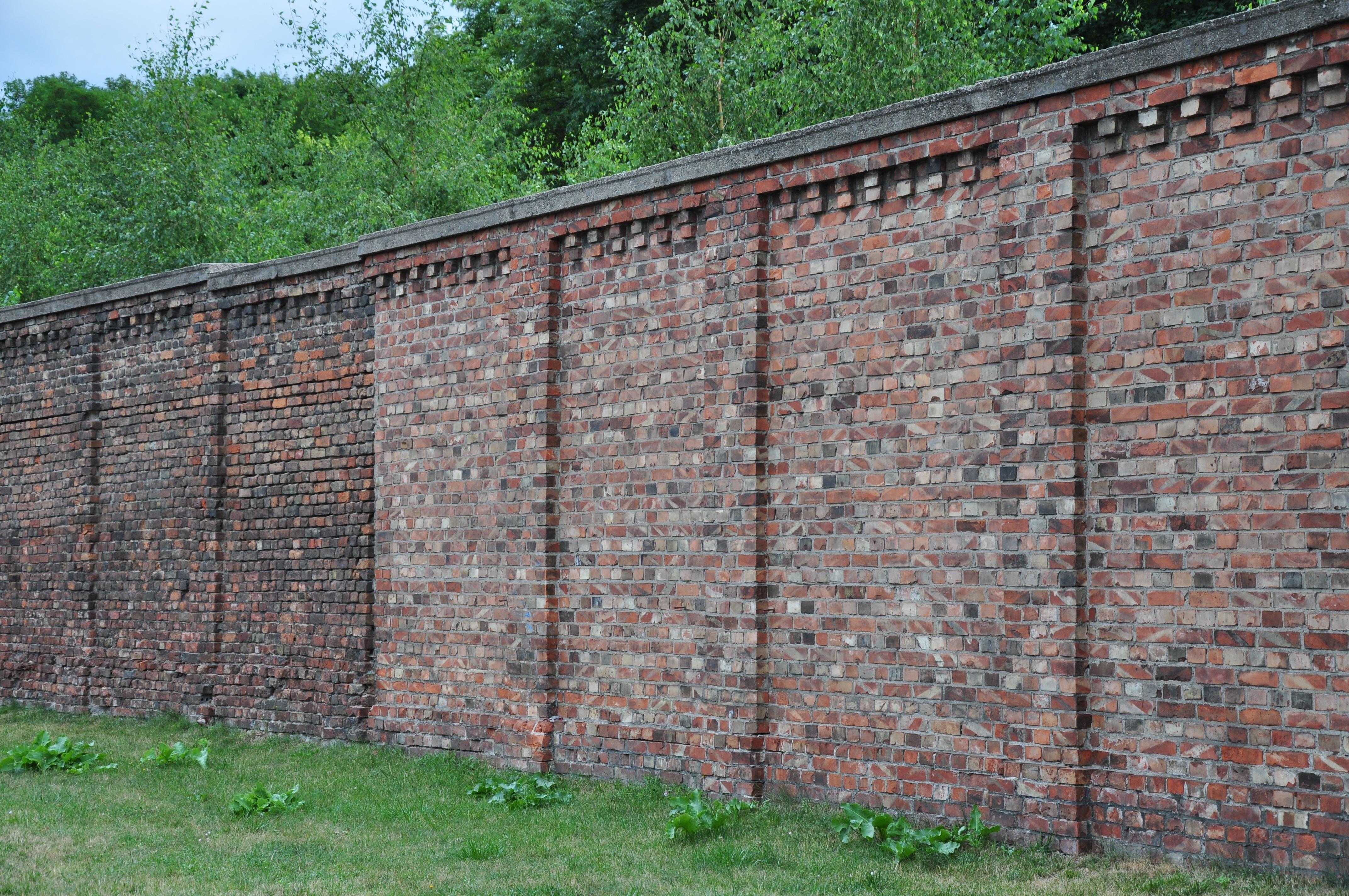 Gambar Monumen Milik Dinding Batu Bata Polandia Danau Dusia