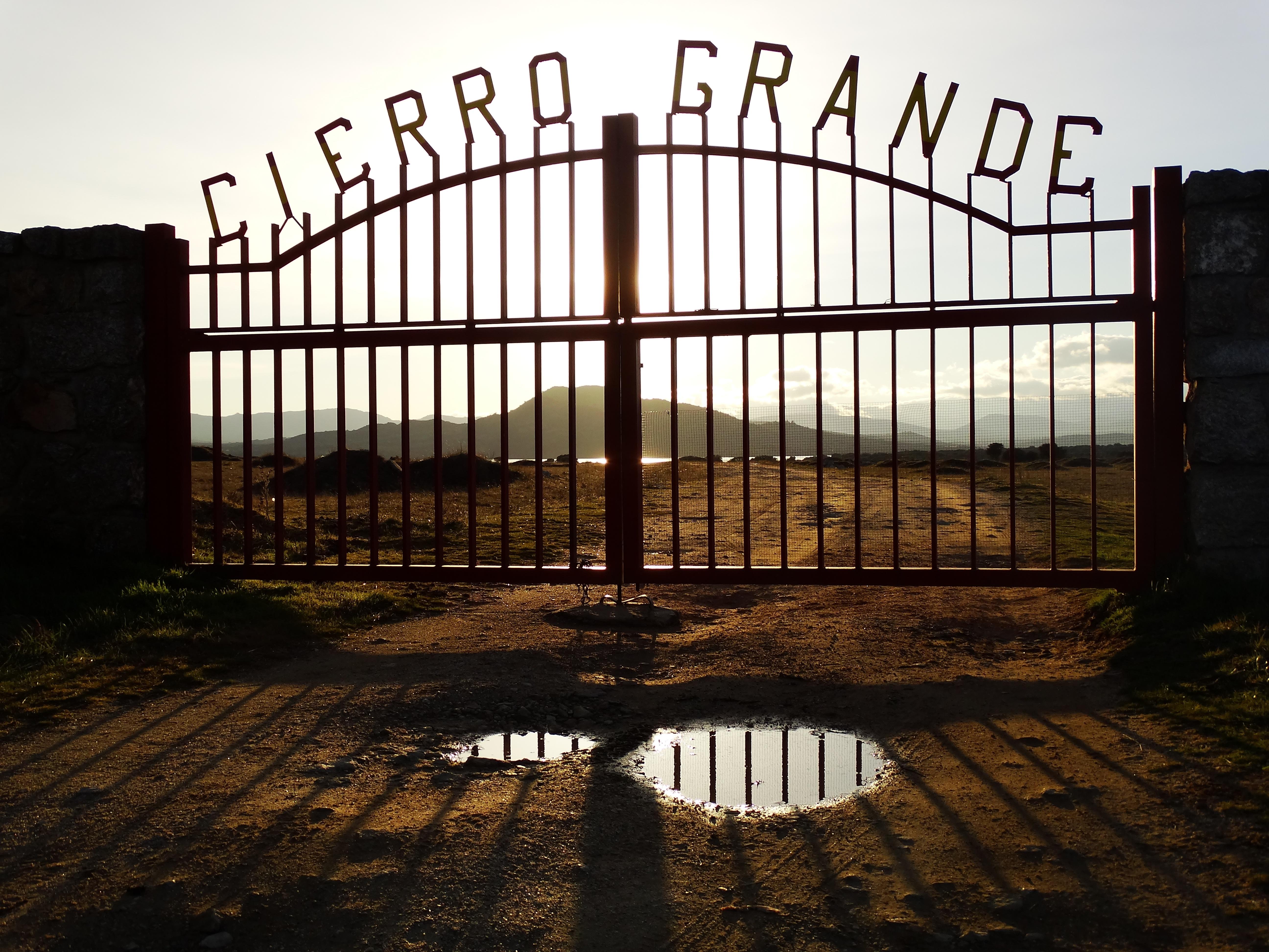 Fotos gratis : cerca, madera, puesta de sol, arco, portón, simetría ...