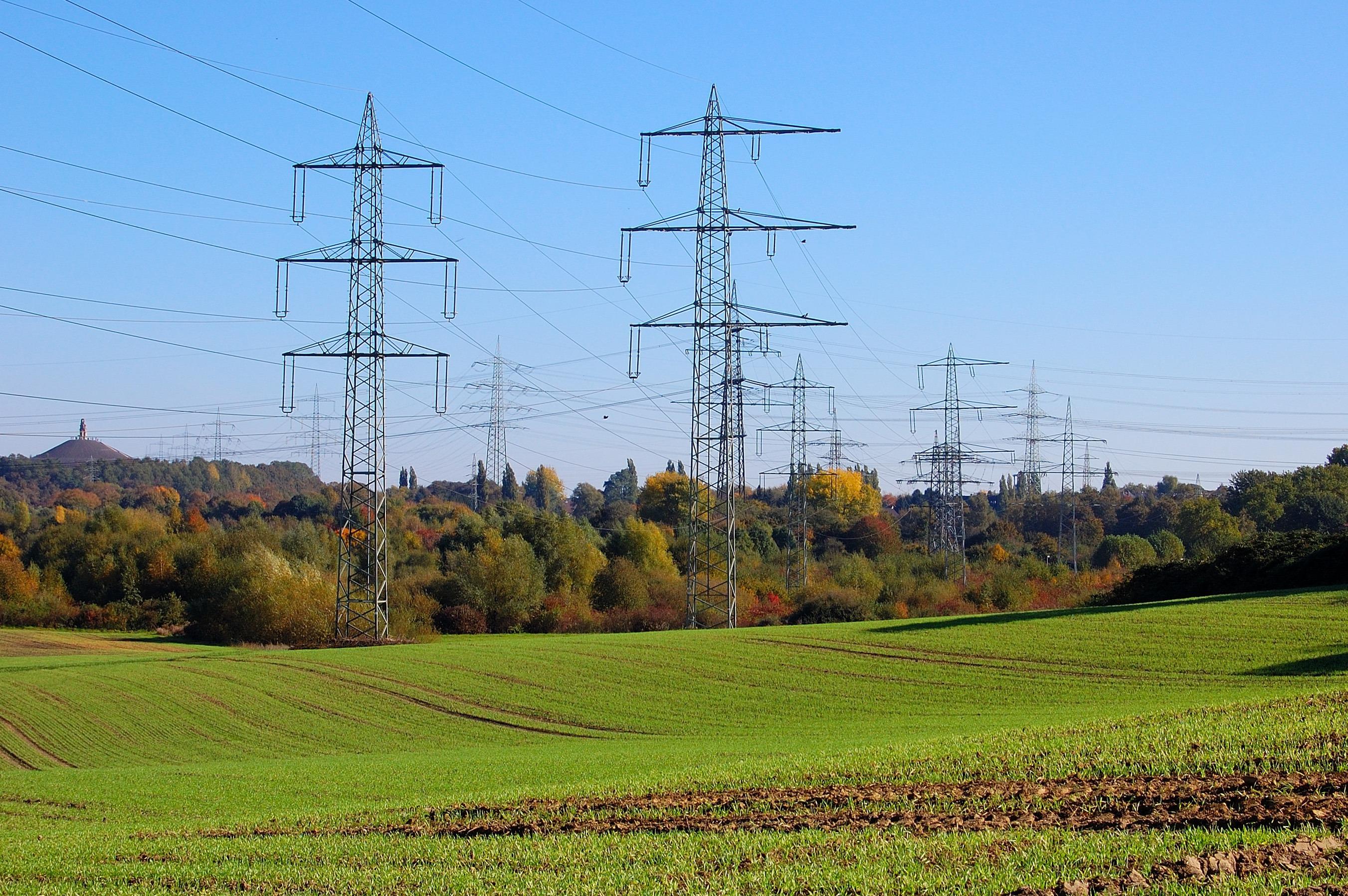 Fotos gratis : campo, pradera, viento, torre, llanura, energía ...