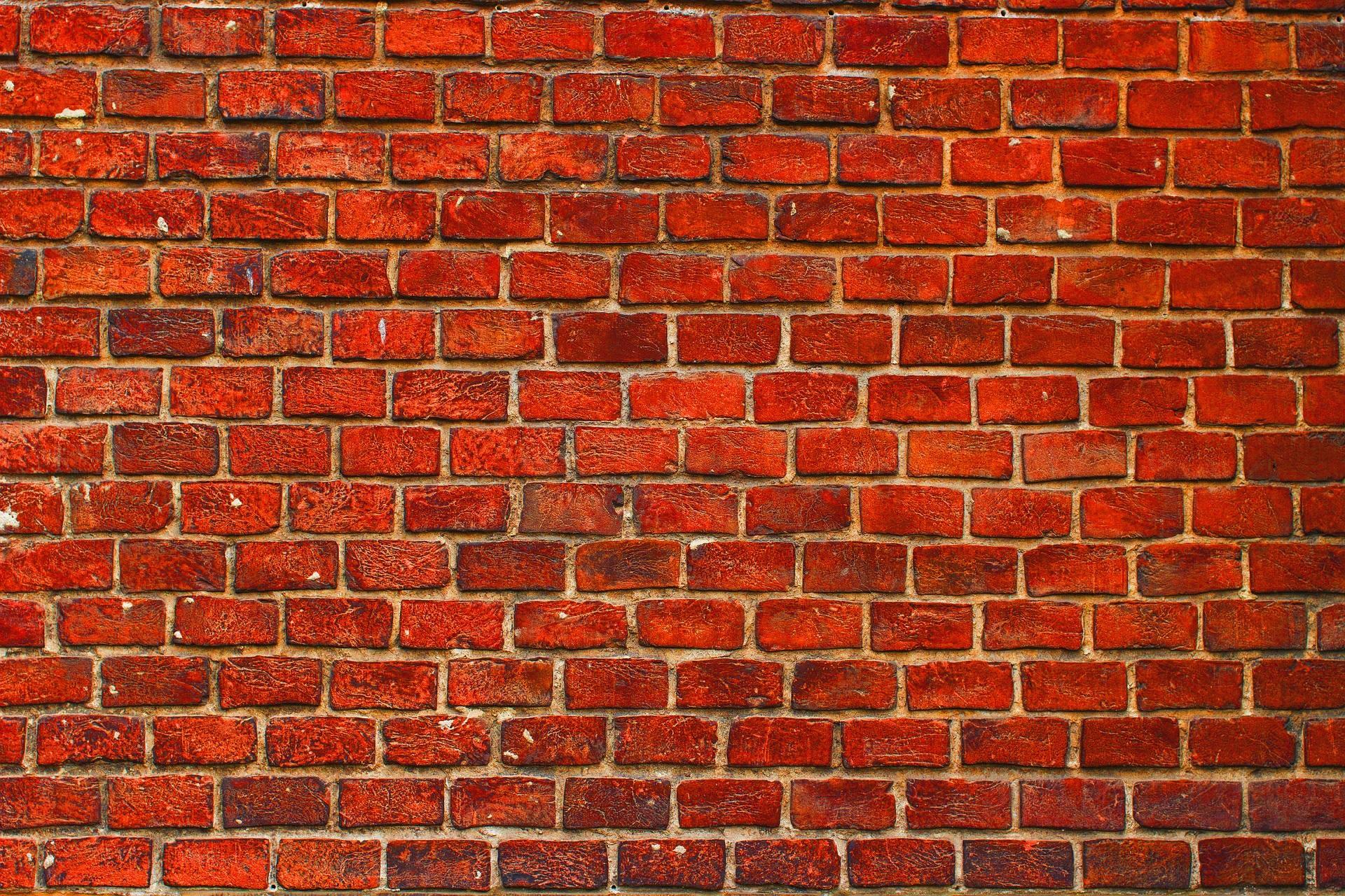 Открытка кирпичная стена