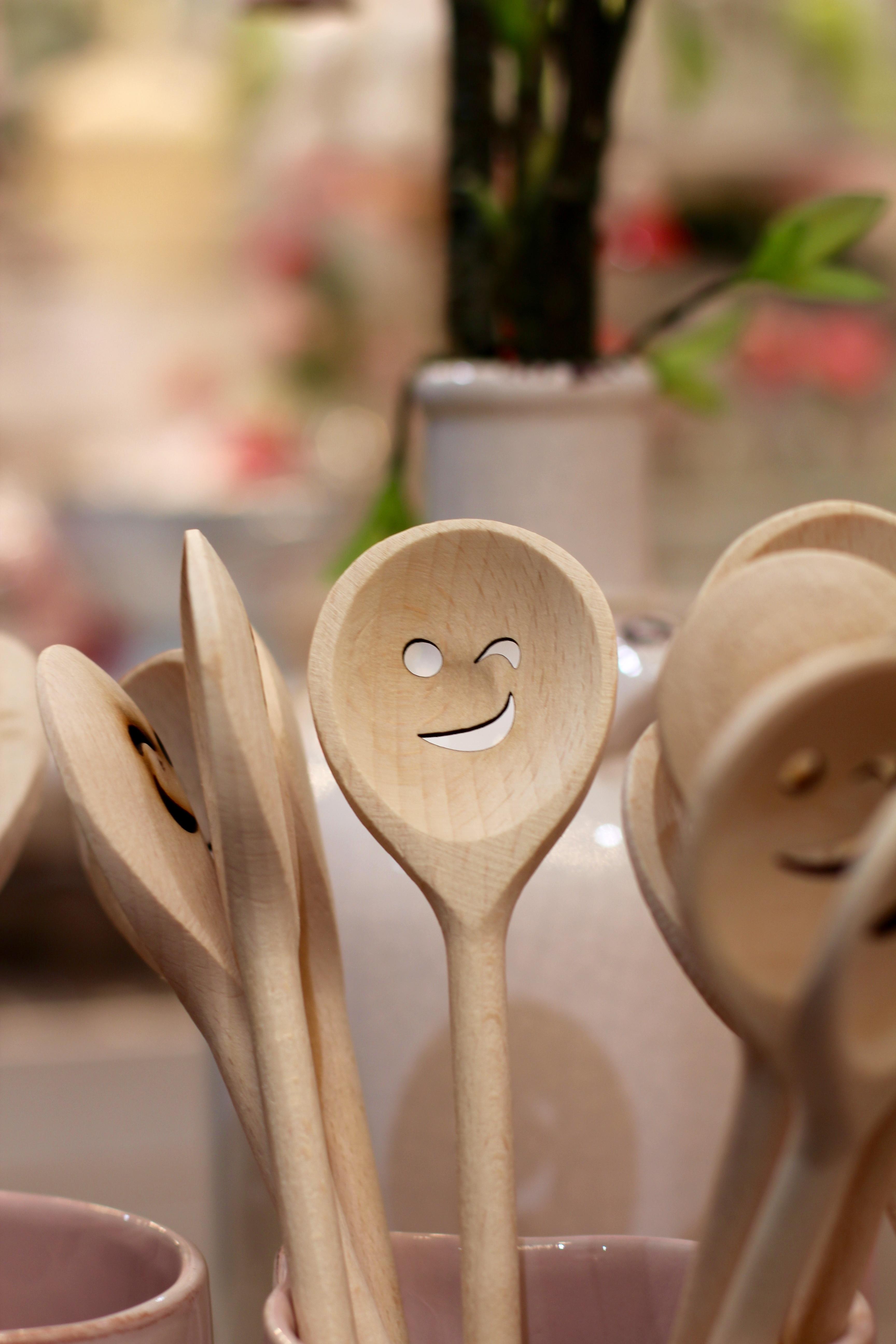Gambar Bunga Makanan Dekat Tertawa Riang Menghadapi Sendok Kayu Garpu Wooden Cutlery Spoon Fork
