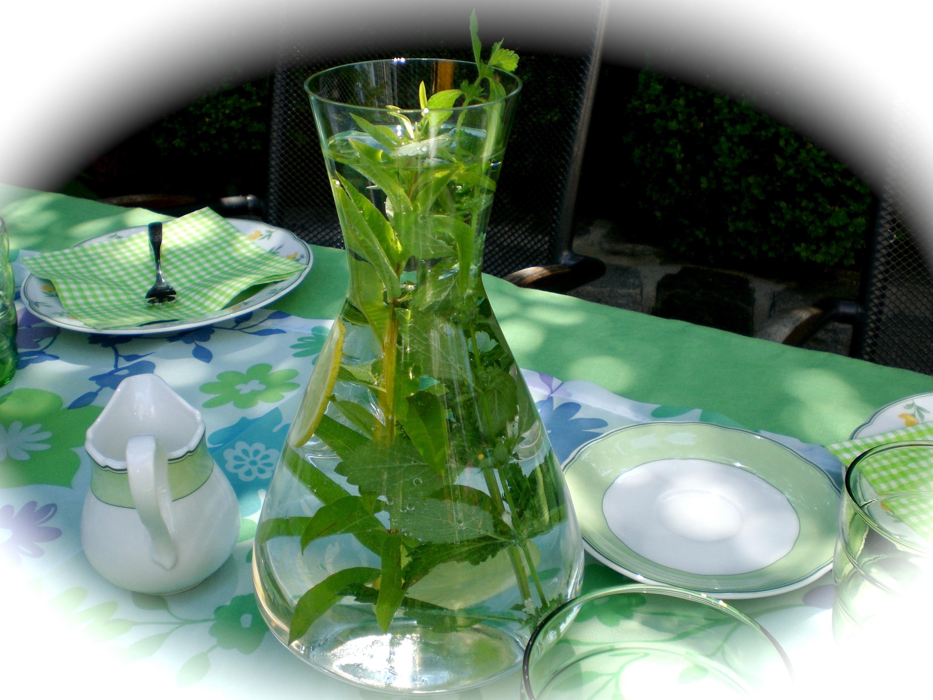 bakgrundsbilder blomma glas vas dekoration gr n dryck tr dg rd mynta glas gon rter. Black Bedroom Furniture Sets. Home Design Ideas