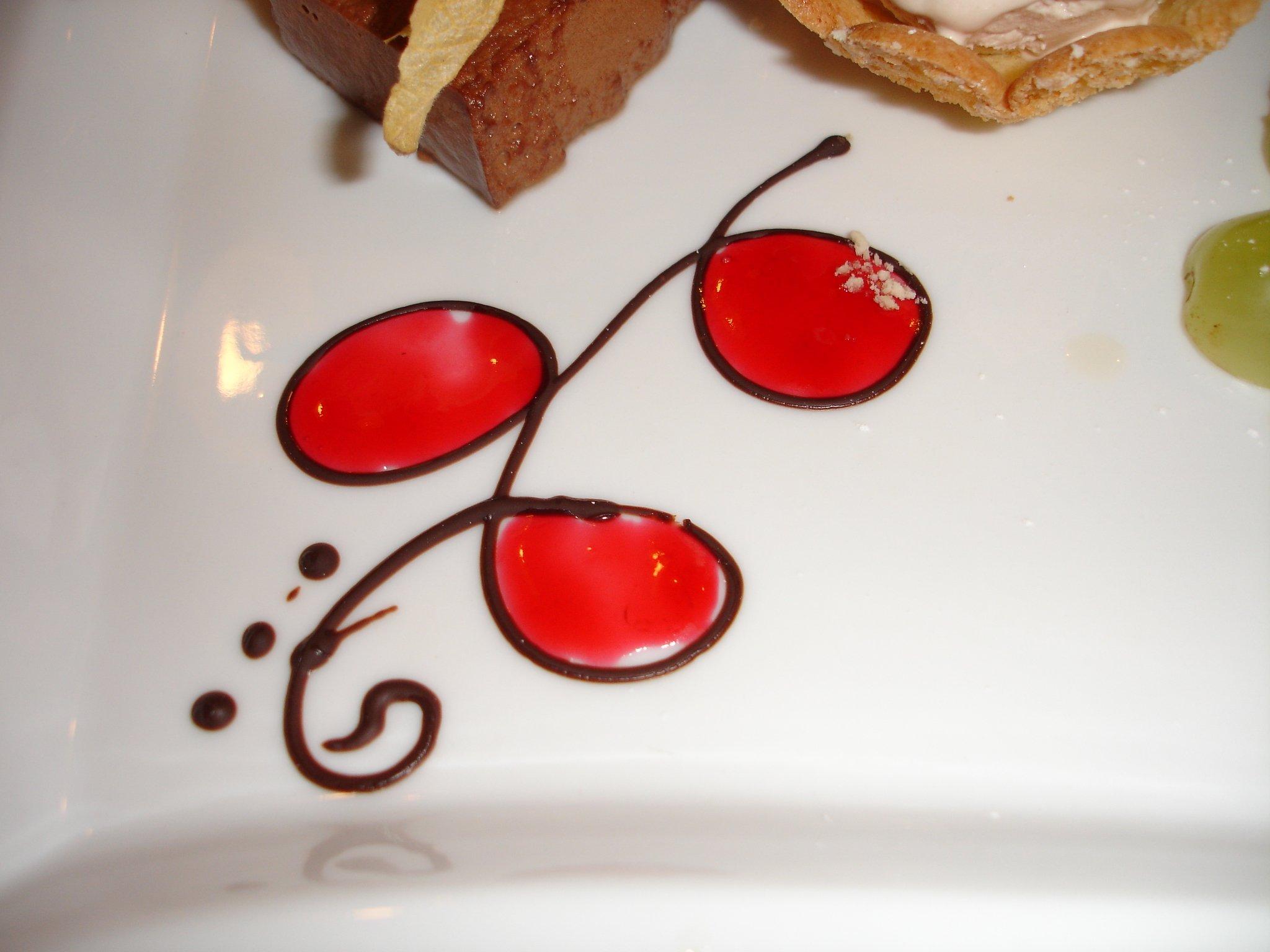 Çikolata Kostümlü Çilekler