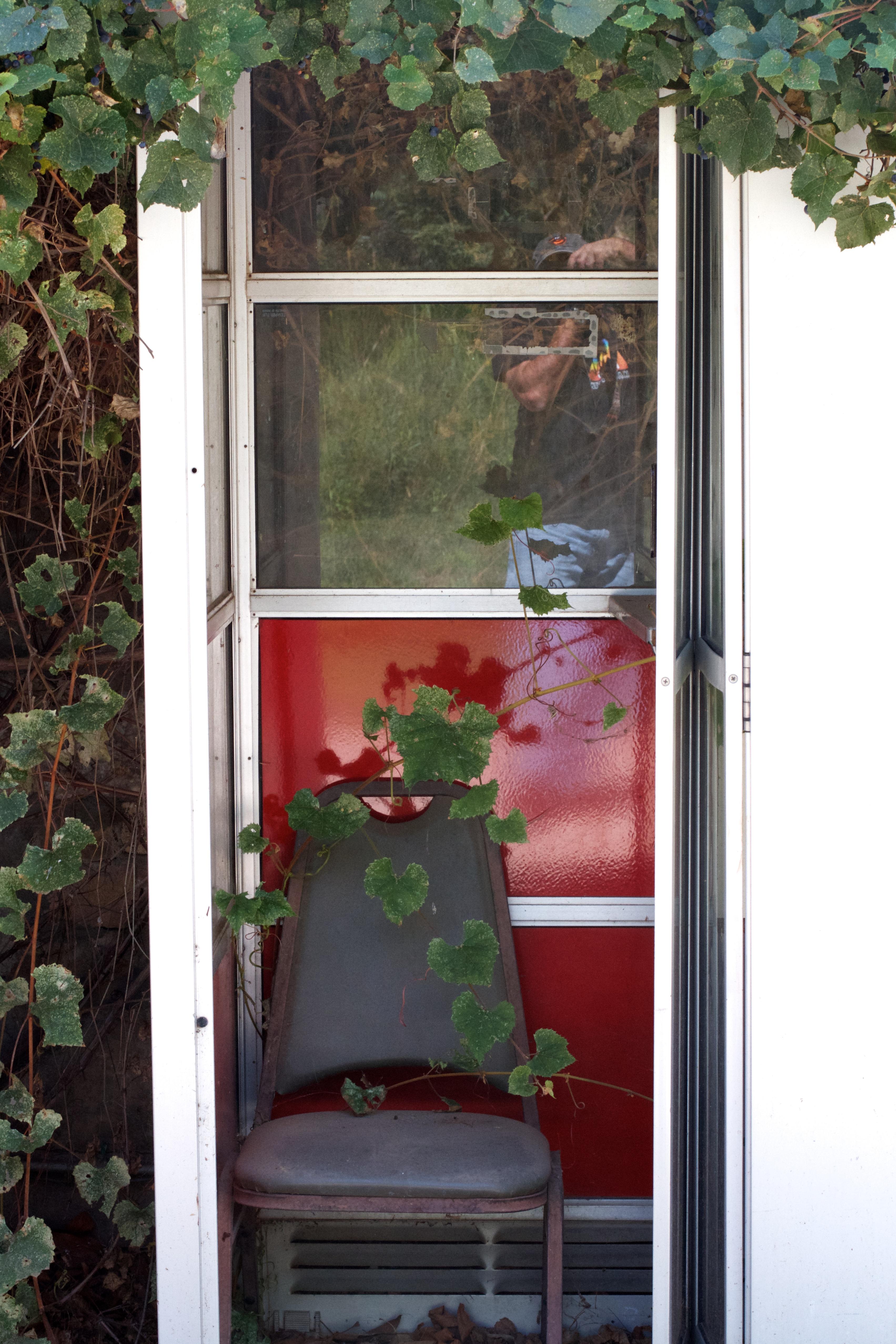 Fotos gratis : flor, casa, pared, porche, balcón, cabaña, patio ...