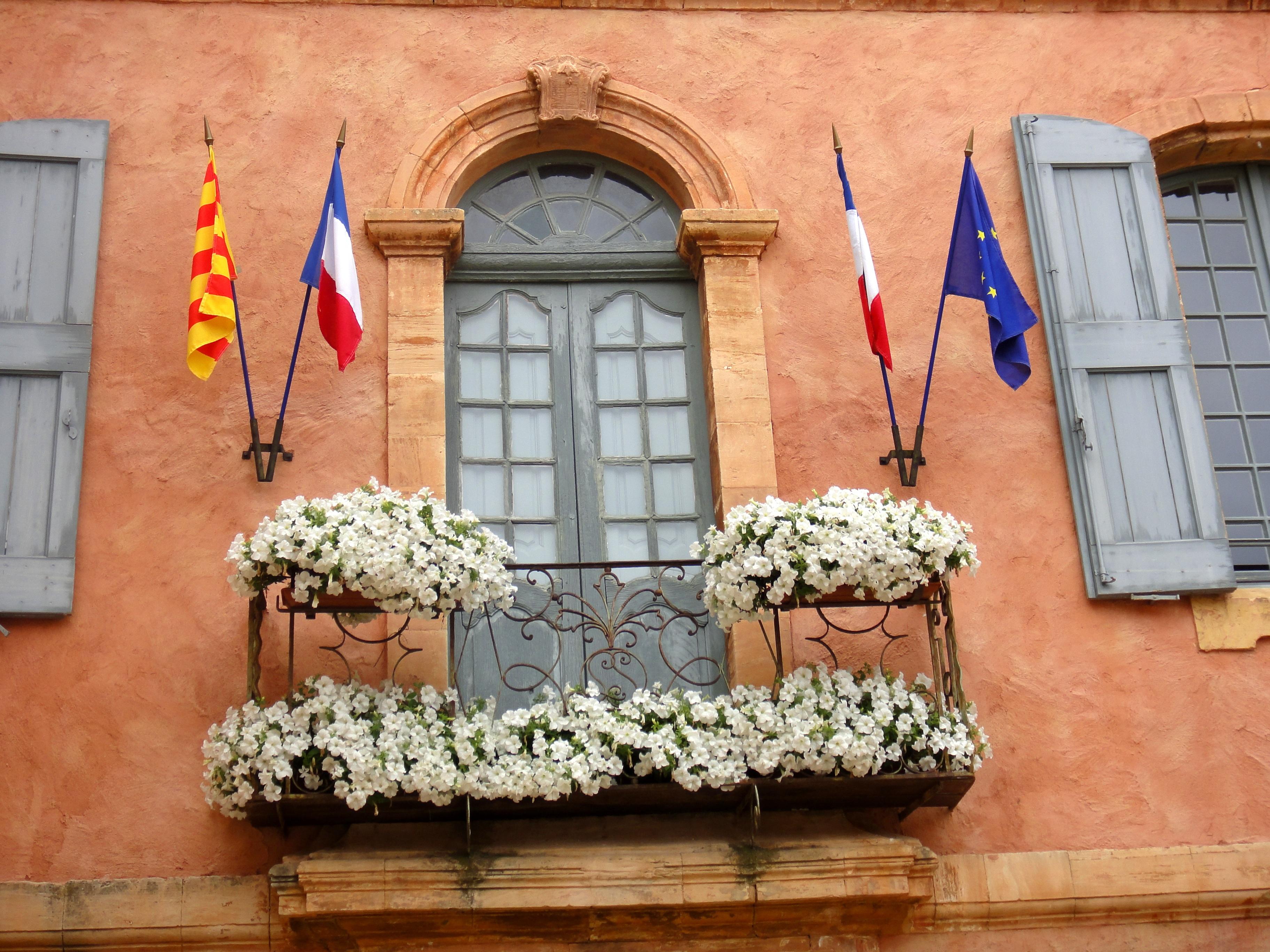 Couleurs Facades En Provence images gratuites : fleur, fenêtre, mur, balcon, printemps
