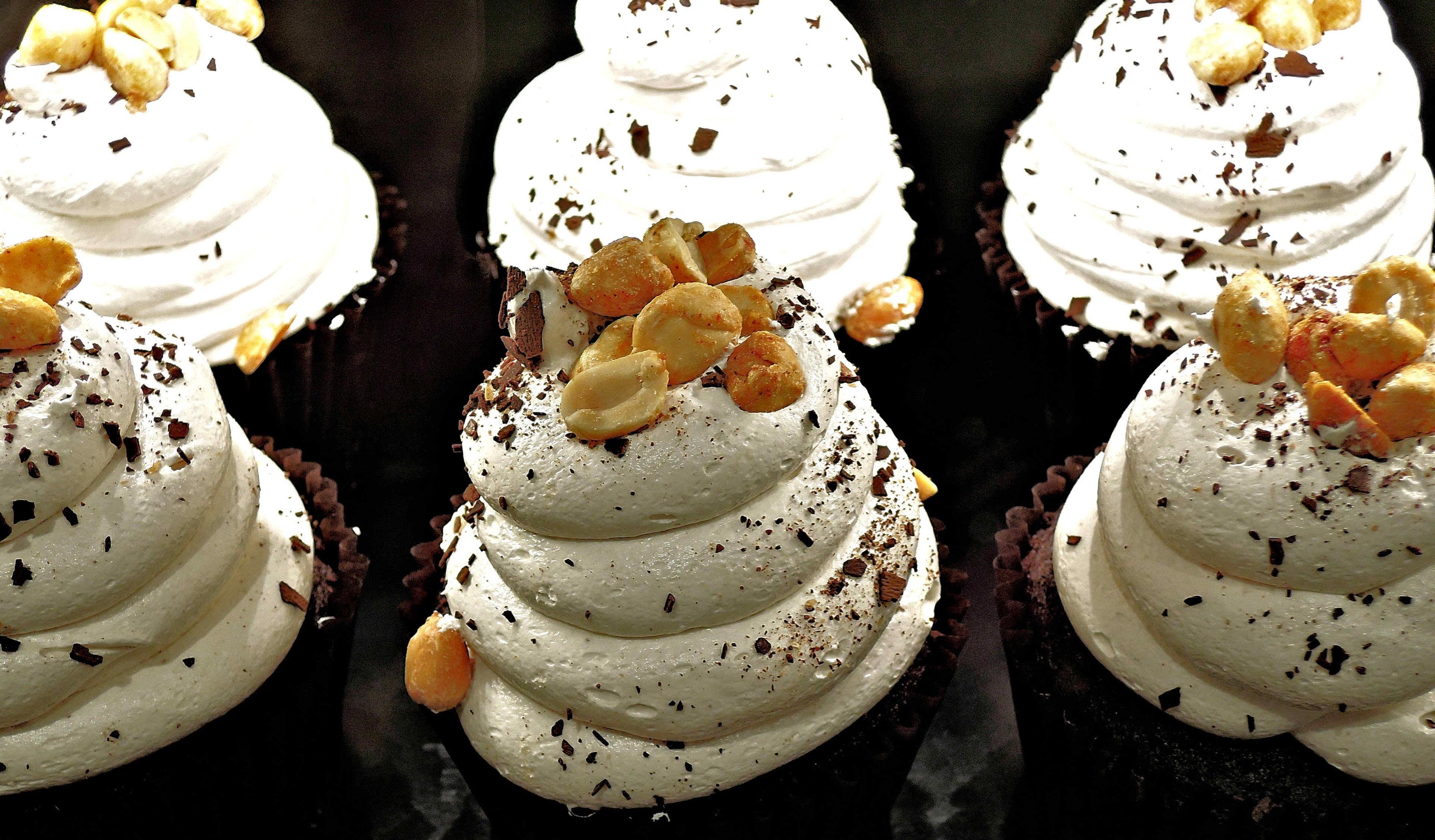Images gratuites aliments chocolat petit g teau dessert cr me fouett e gla age - Creme decoration cupcake ...