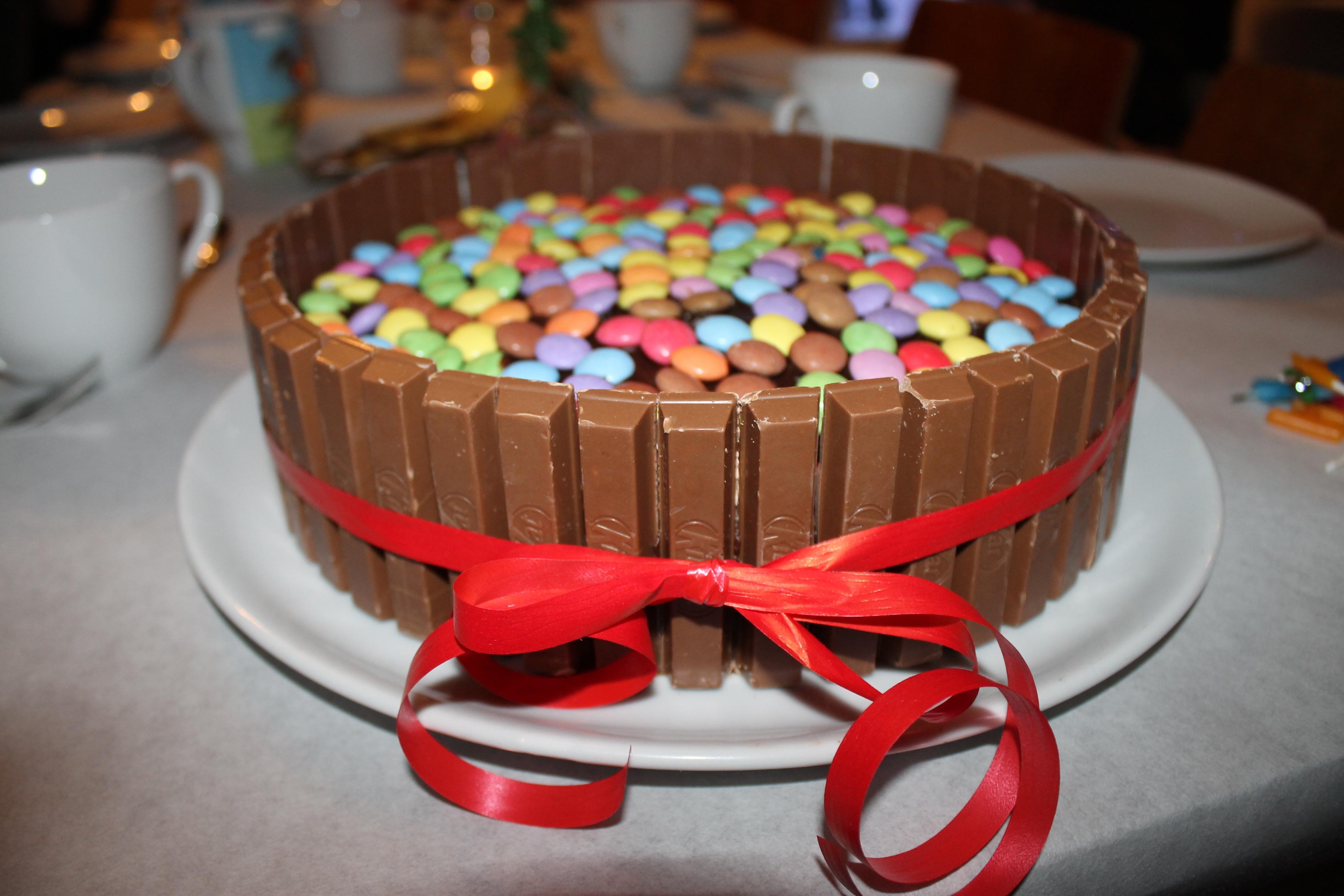 comida postre comer pastel pastel de cumpleaos formacin de hielo fiesta cumpleaos dulzura productos horneados sabor