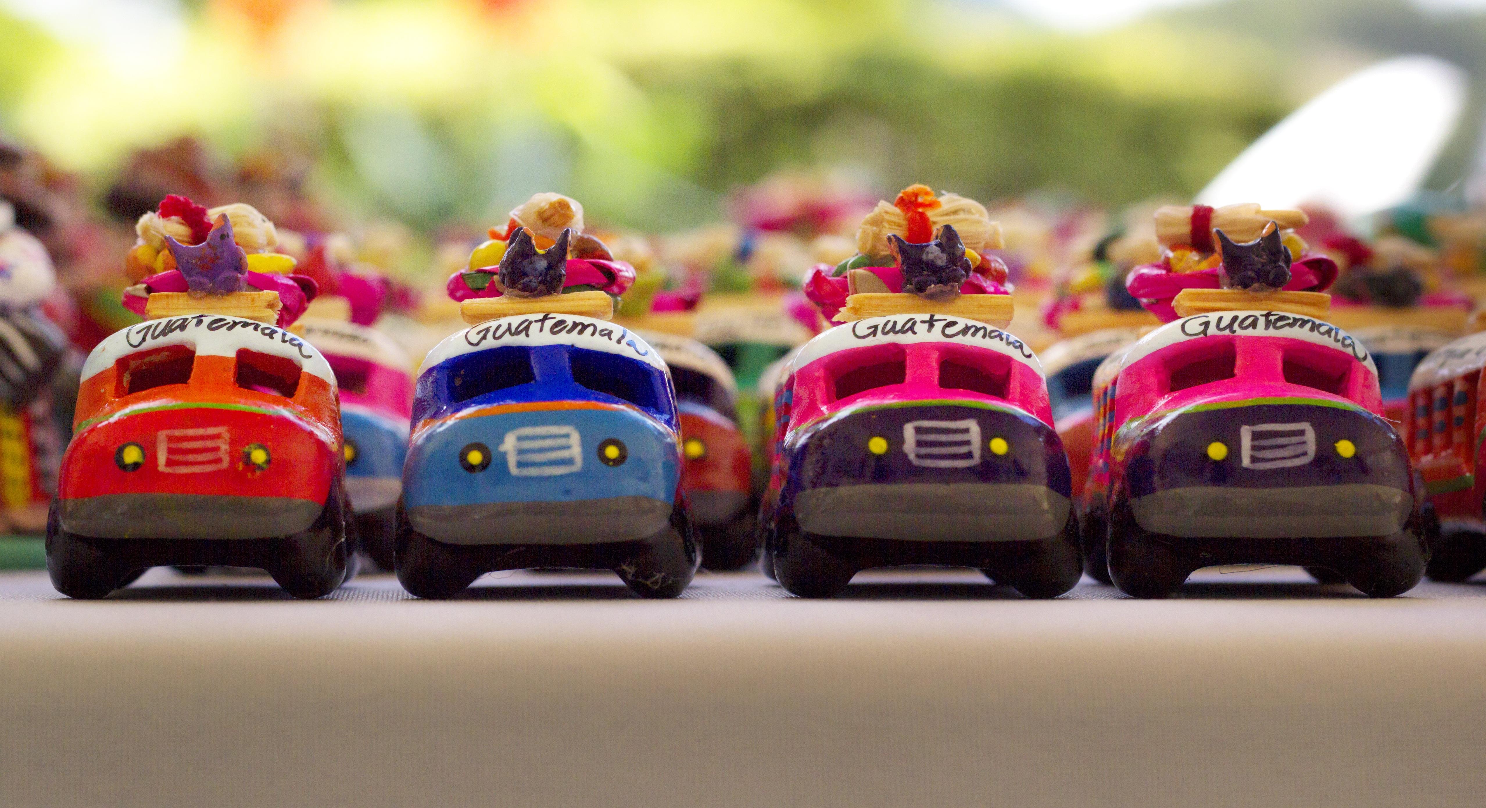 5ae1f381de16 élelmiszer jármű szín kerámiai színes desszert játék torta festmény  születésnapi torta busz színek iparművészet tervezés kamion