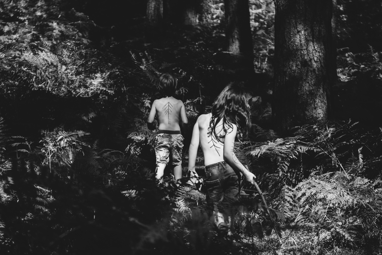 Brezplačne slike Gozd, črno-belo, dekle, fant, otrok-4429