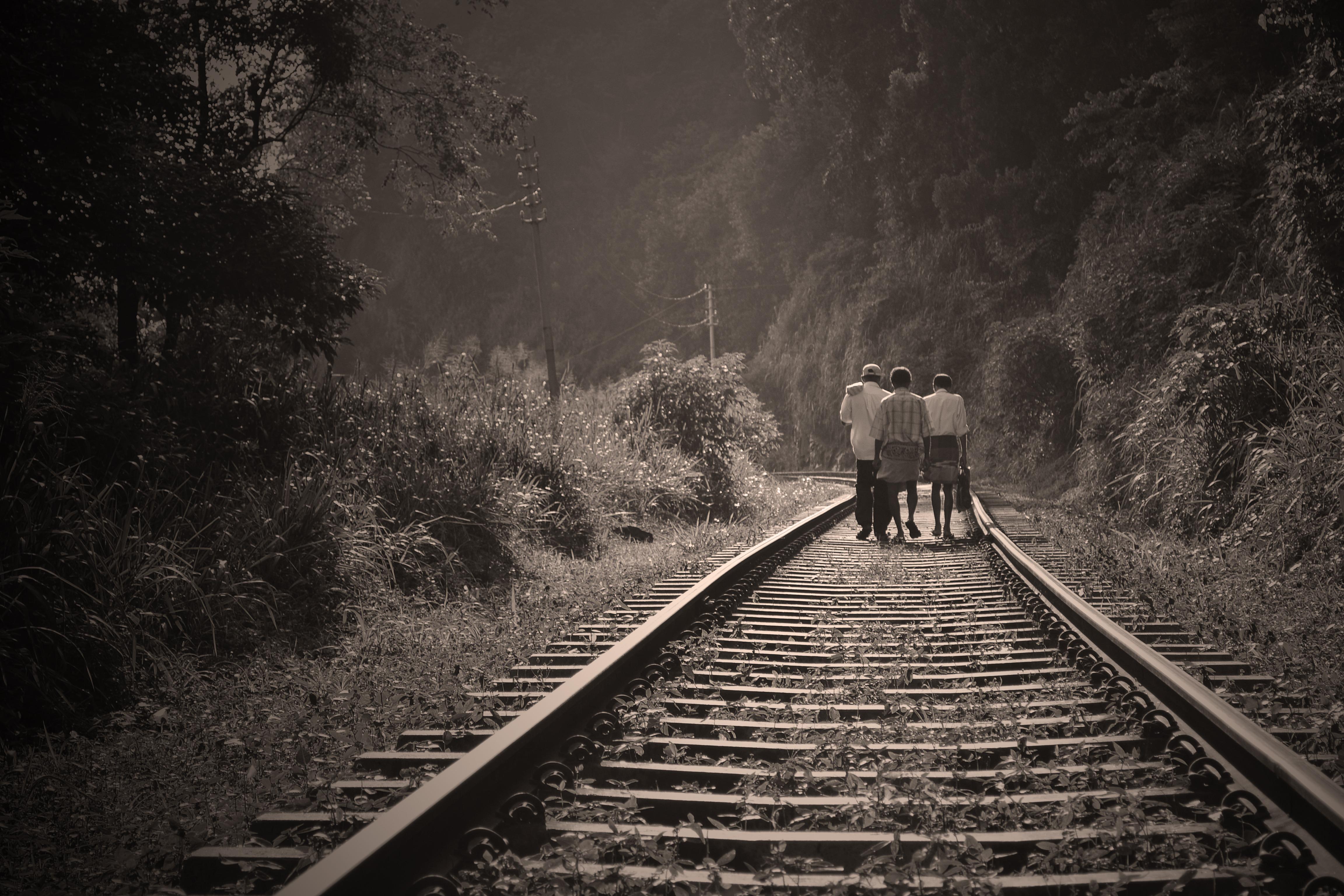 железная дорога и люди картинки менее