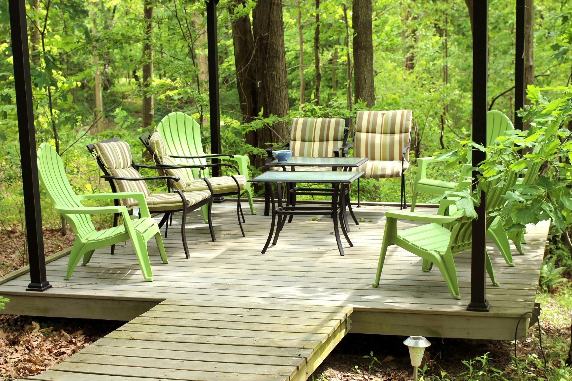 Fotos gratis : bosque, cubierta, césped, porche, cabaña, patio ...