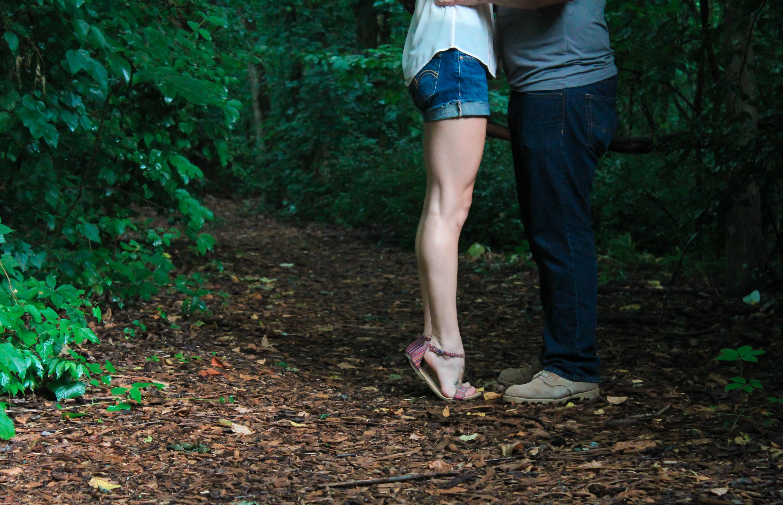 Сексуальные поцелуи ног