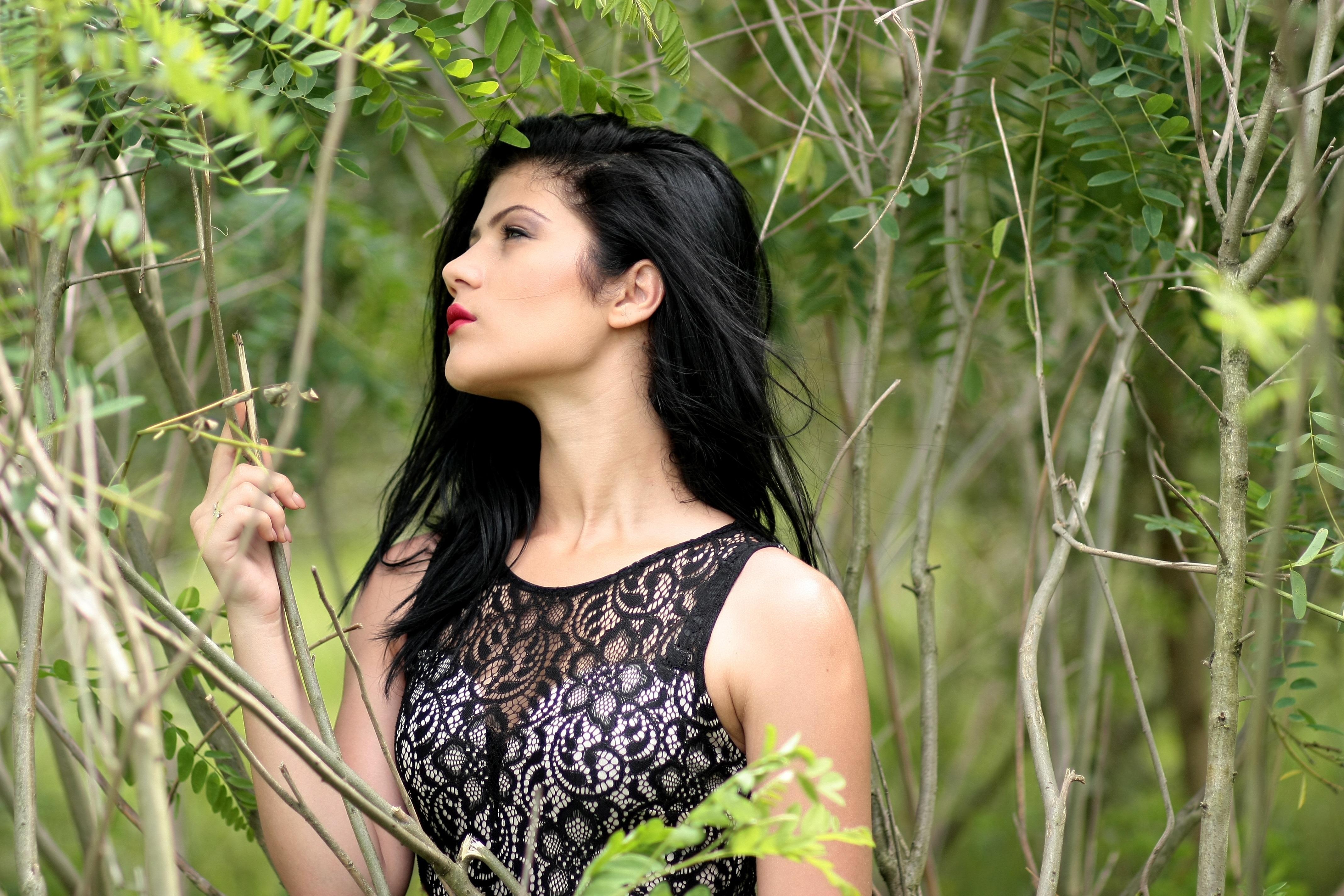 Брюнетка джунгли