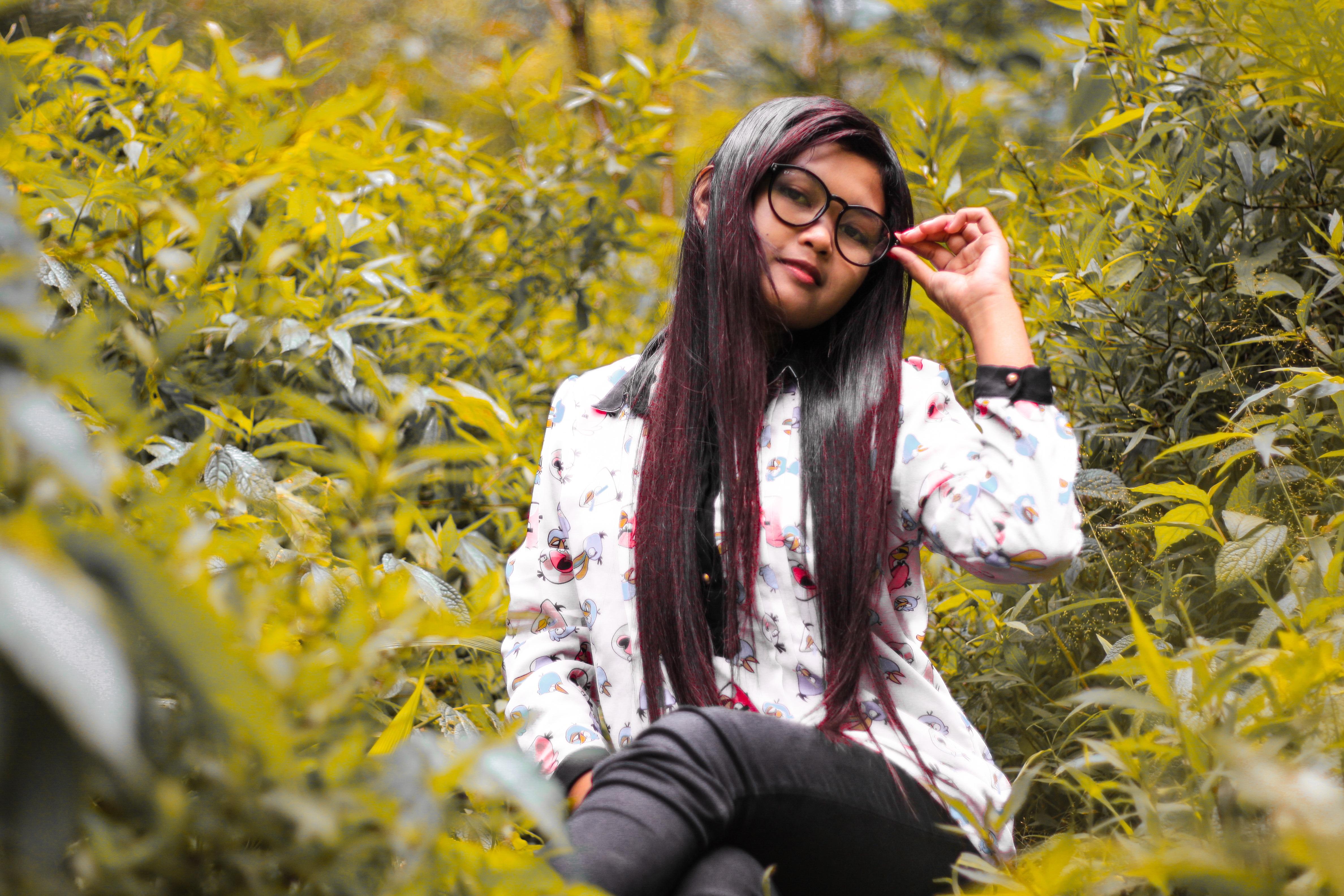 Poze Iarbă Persoană Oameni Plantă Fată Fotografie
