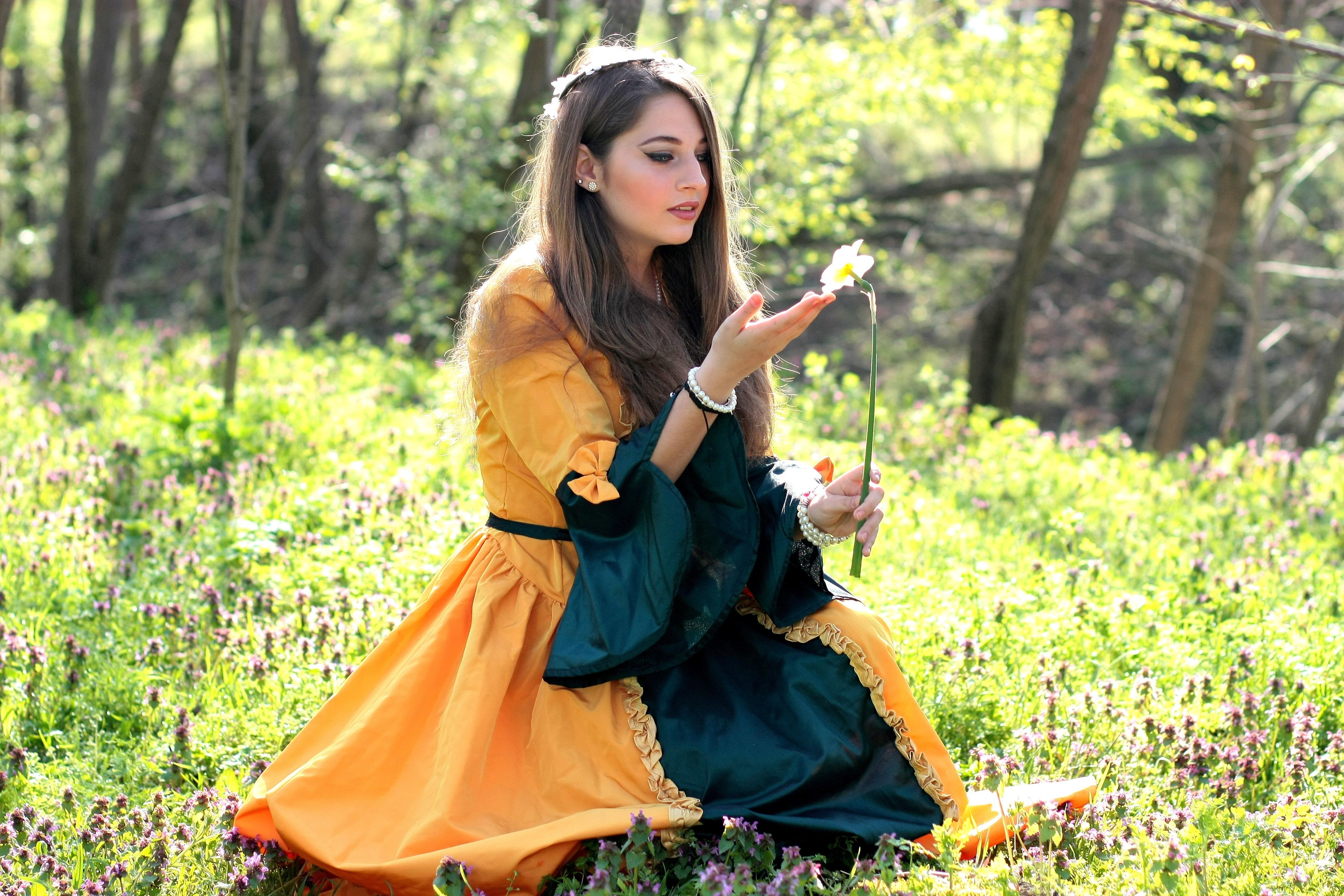 5c6519e7 Bildet : skog, person, pike, kvinne, fotografering, blomst, modell, vår,  grønn, høst, barn, mote, klær, dame, årstid, kjole, skjønnhet, hyggelig,  historie, ...