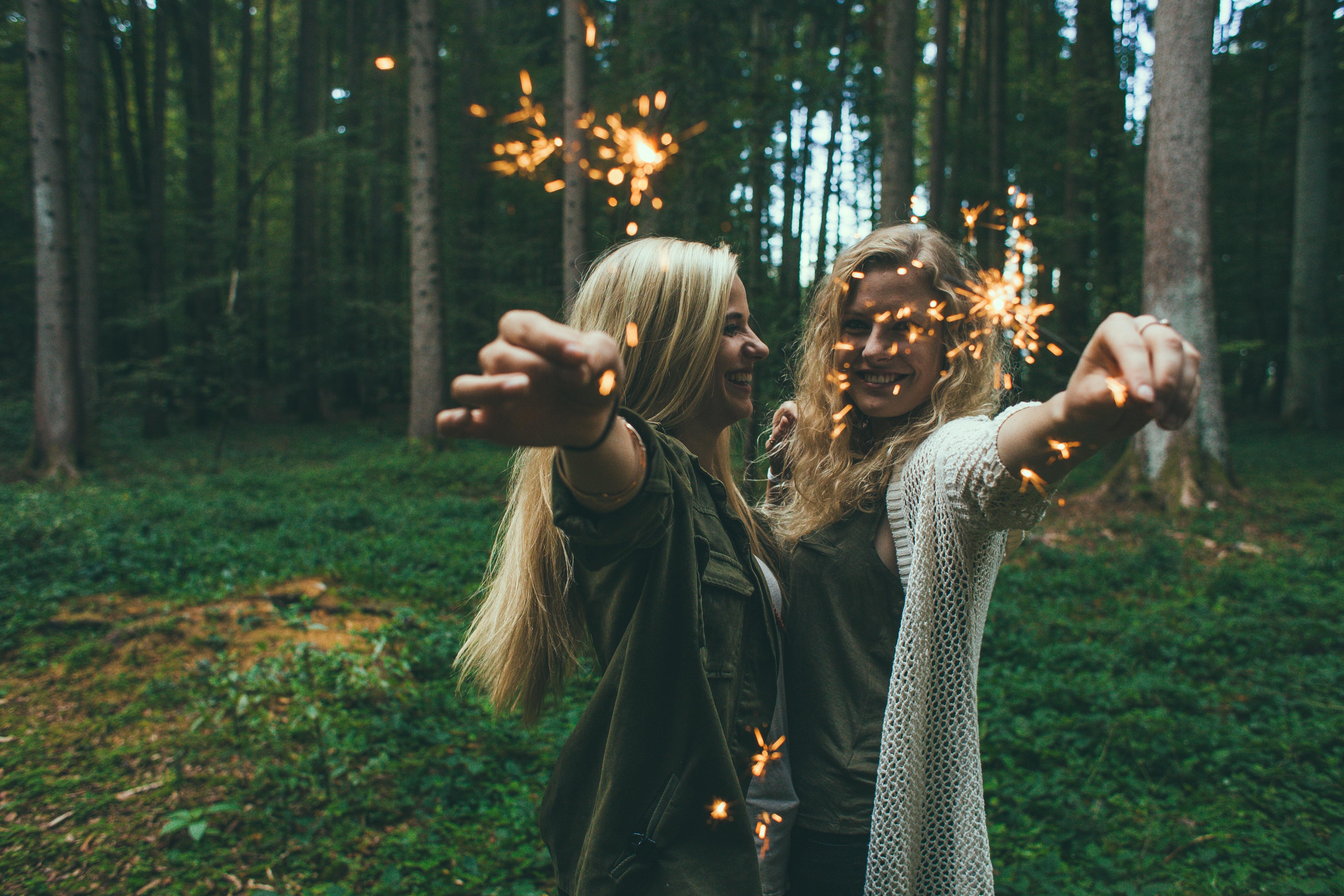 Poze Pădure Persoană Oameni Femeie Celebrare Tineri