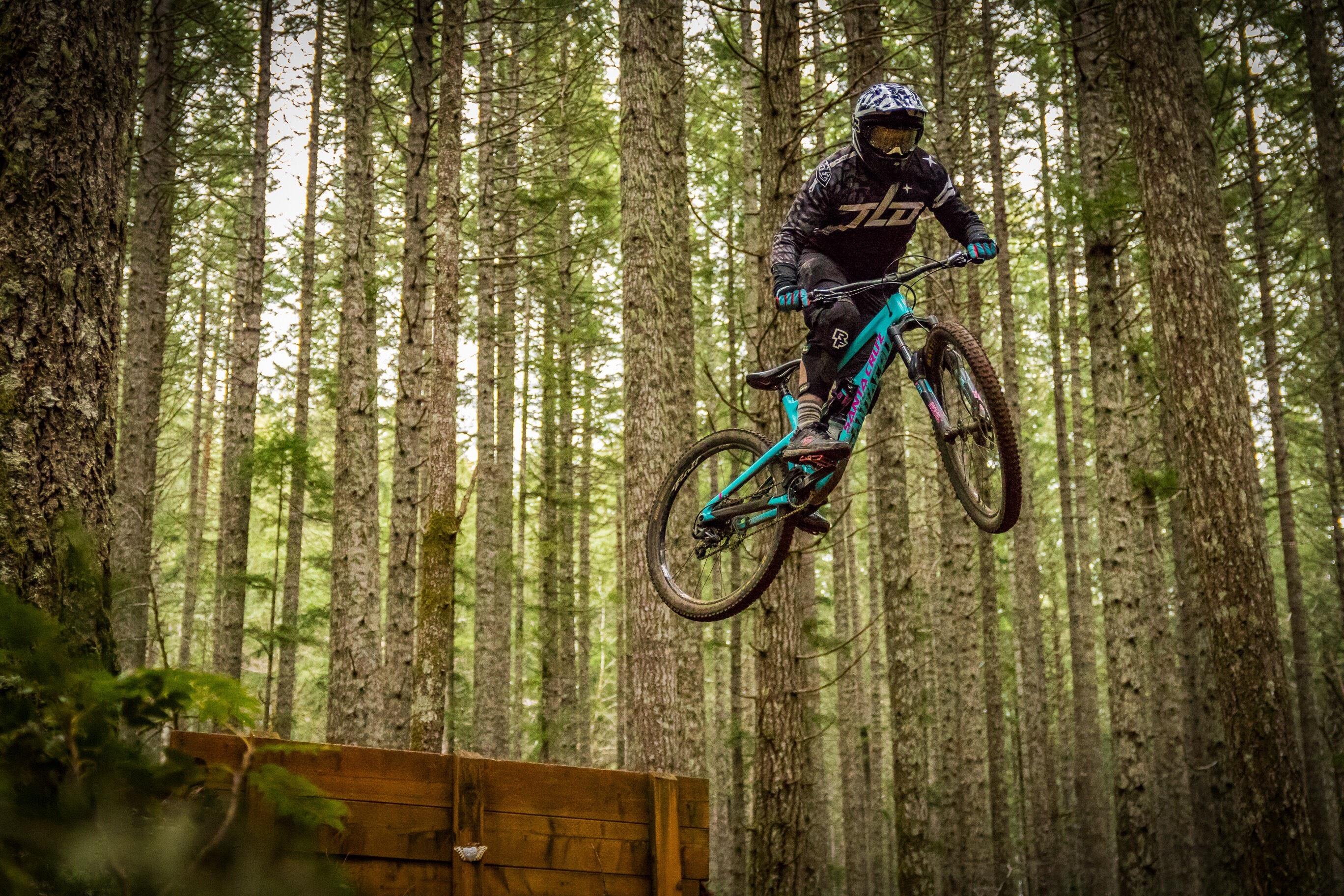 картинки велосипедиста в лесу
