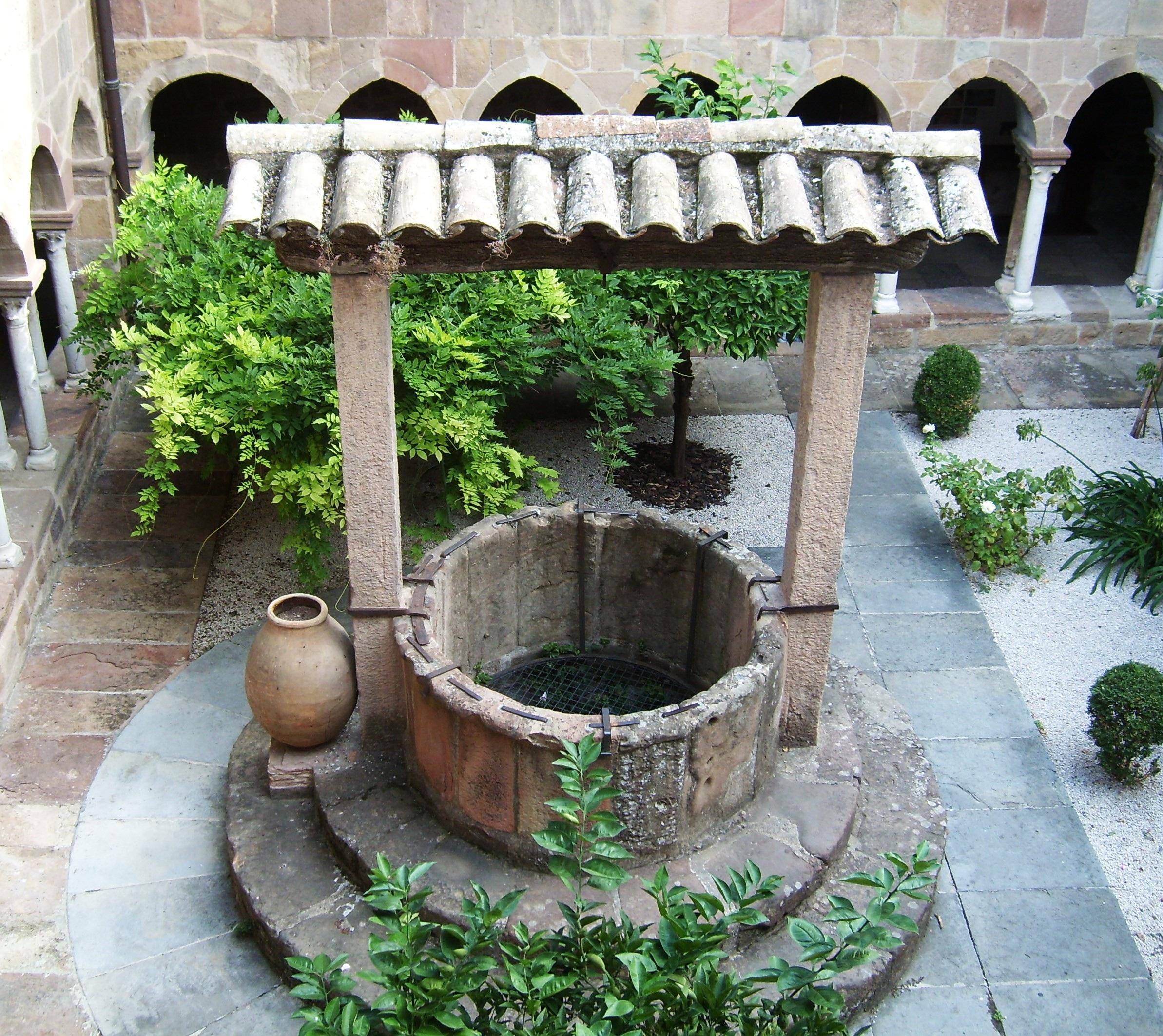 francia patio interior jardn patio bien fuente claustro fuente de agua bien de piedra tarro antiguos