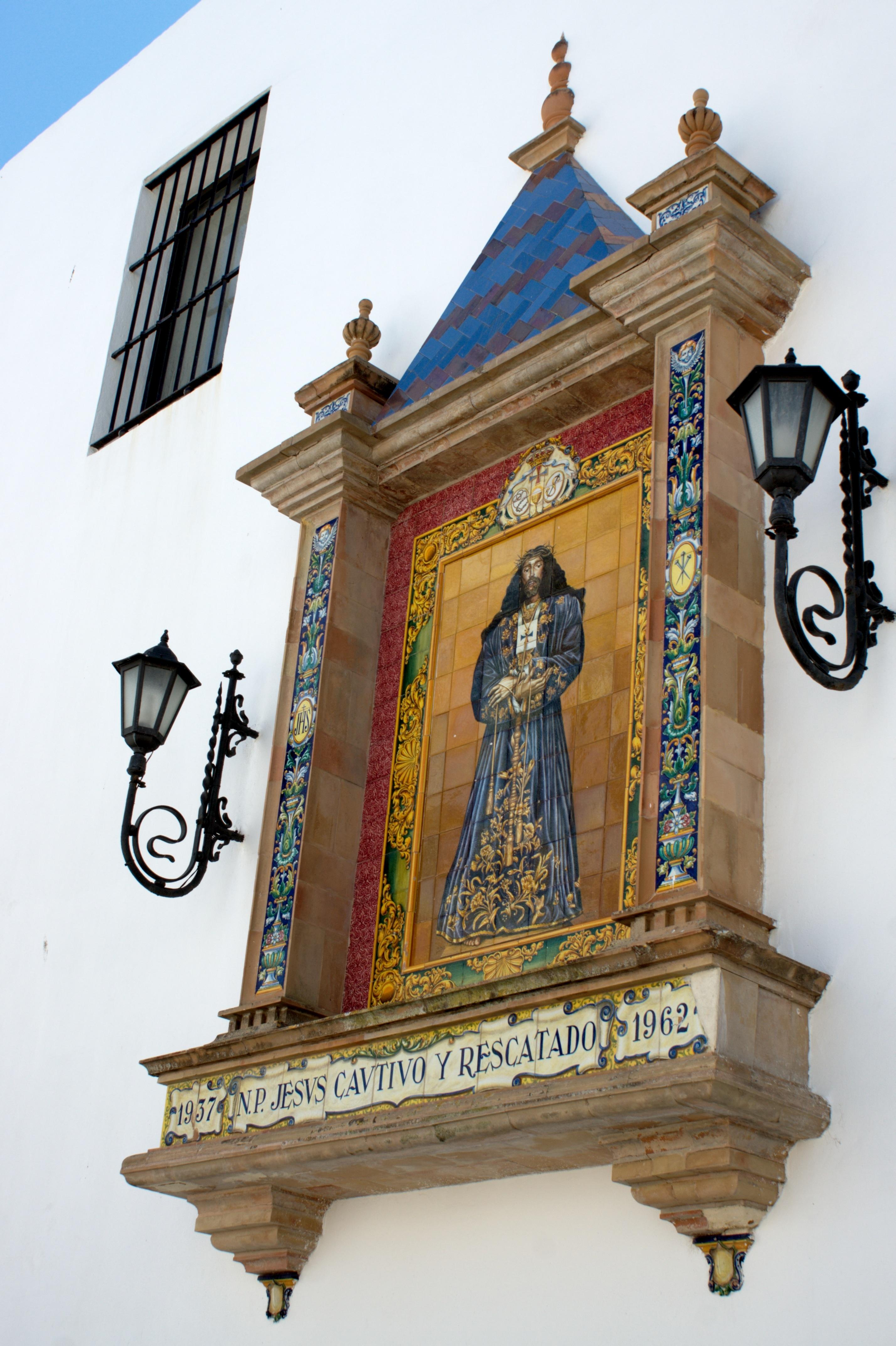 Fotos gratis mueble lugar de adoraci n religioso for Azulejos cadiz