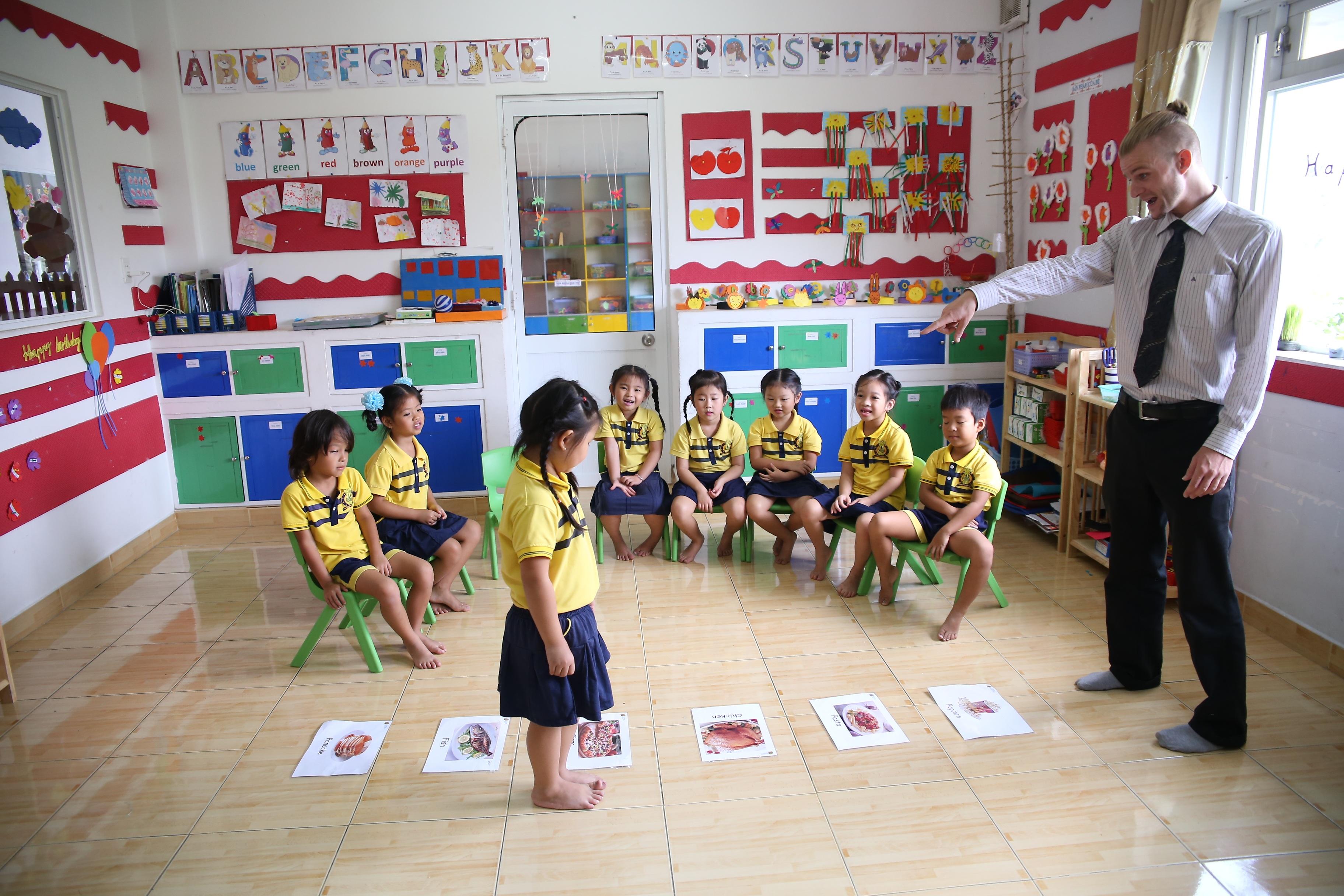 Gambar Permainan Kelas Anak Anak Belajar Taman Kanak Kanak