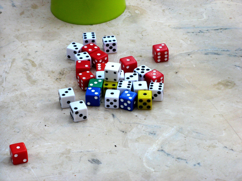 Gambar : bermain, jumlah, rekreasi, merah, warna-warni, titisan, mainan, papan permainan ...