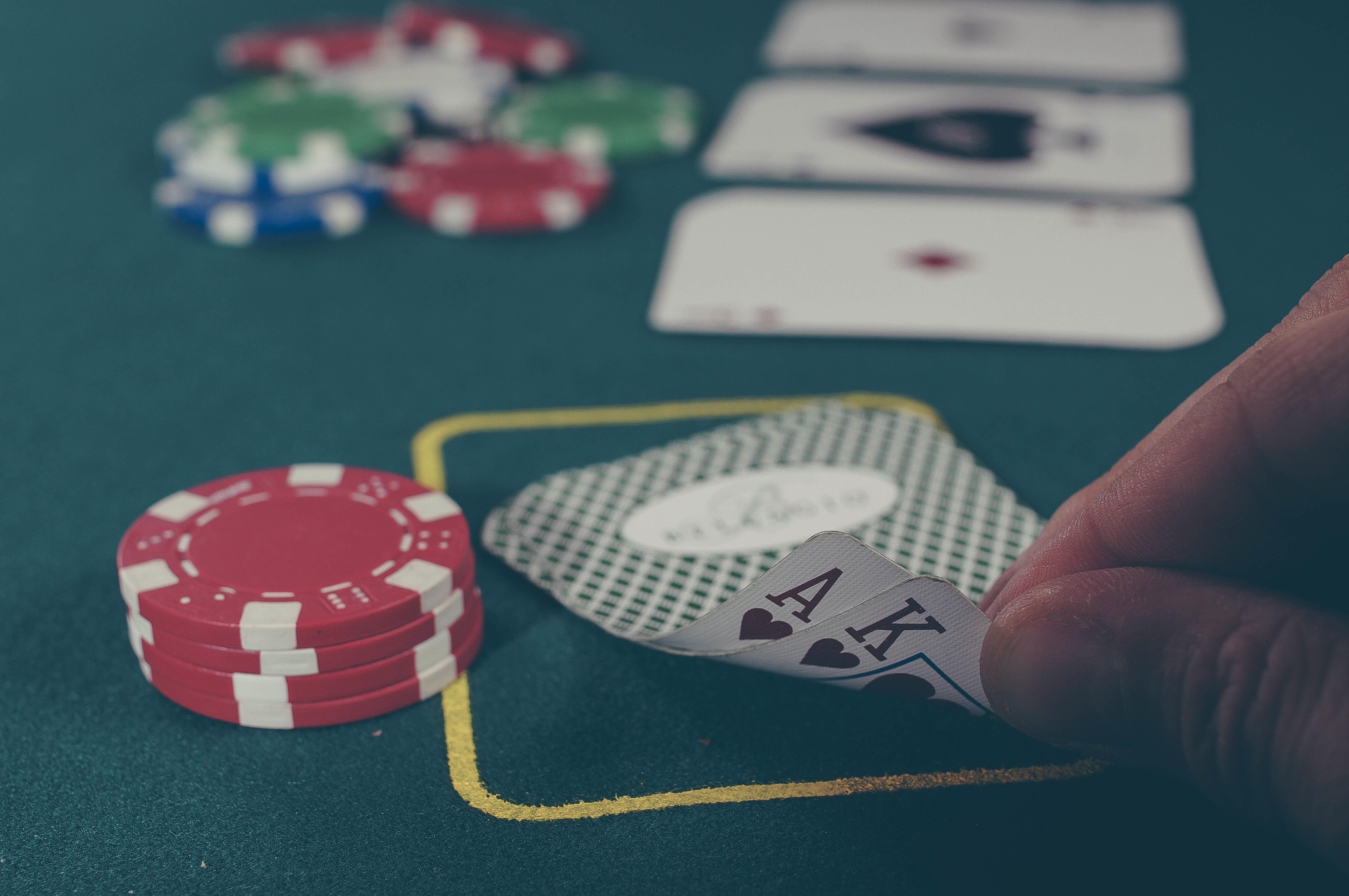 Играть в азартные карты как научиться играть в карты с джокером в