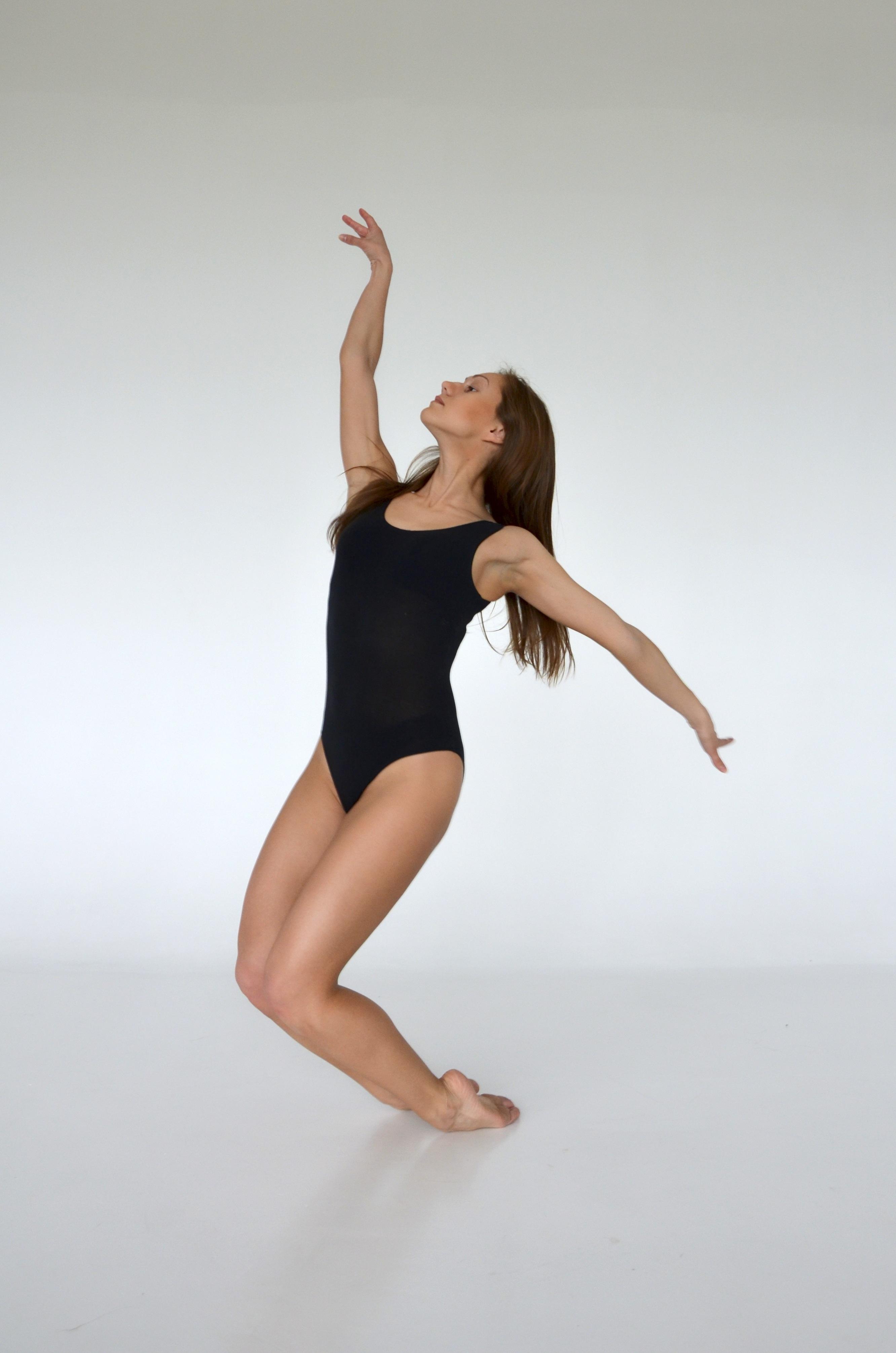 Girl Dance Ballet Sculpture Art Sports Entertainment Gymnastics Performing Arts Aerial Gymnasts Modern Dance Concert Dance on Easy Dance Moves
