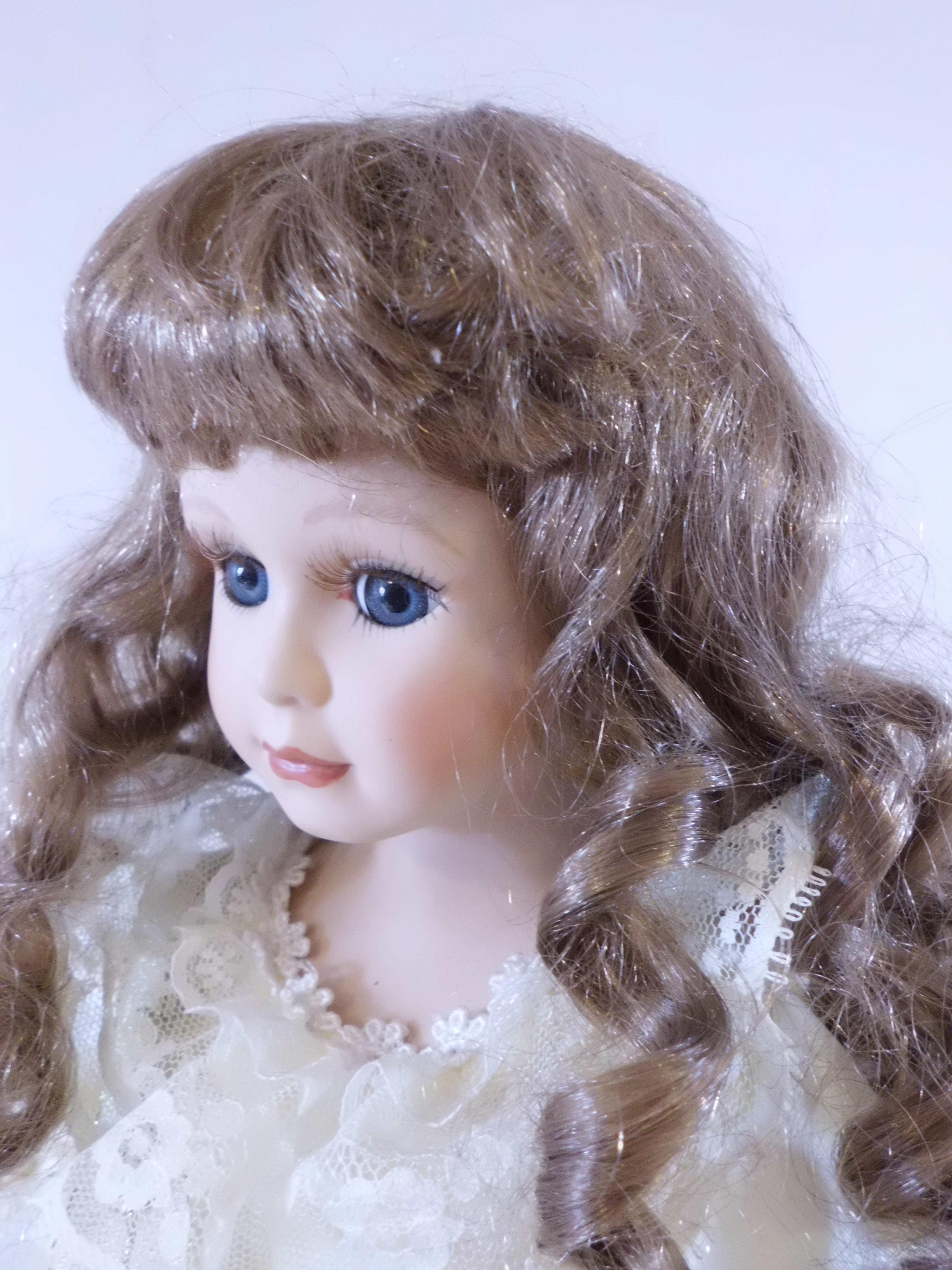 Kostenlose Foto Mädchen Haar Kleidung Spielzeug Frisur Lange