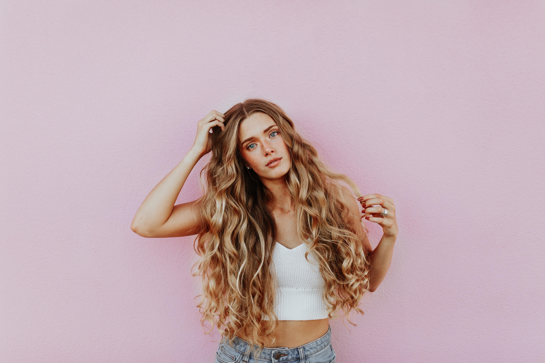Modelo con pelo largo