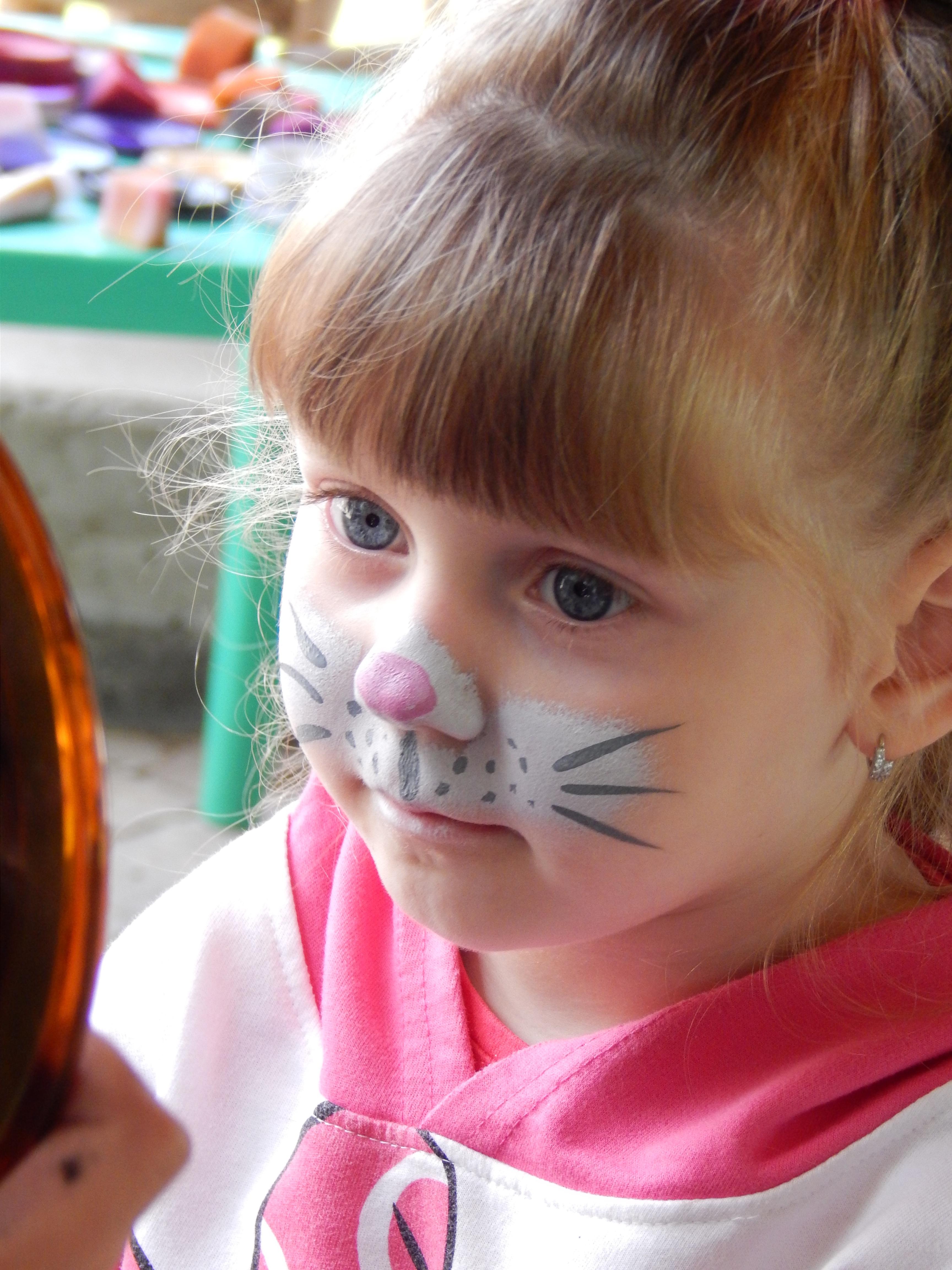 Fotoğraf Kız Portre Kedi Renk Pembe Oyuncak Yüz Ifadesi Saç
