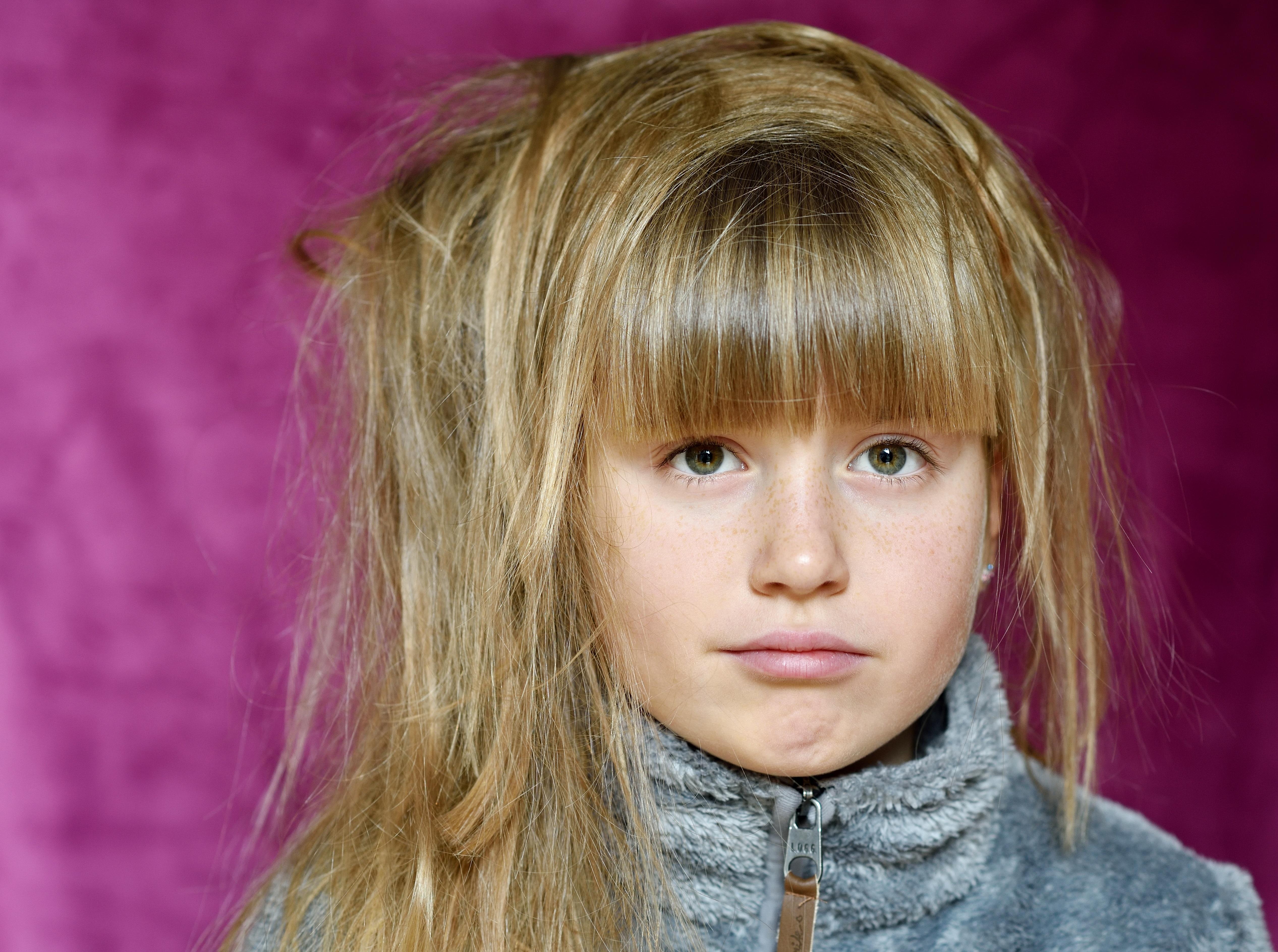 Kostenlose Foto Mädchen Aussicht Porträt Modell Kind Rosa
