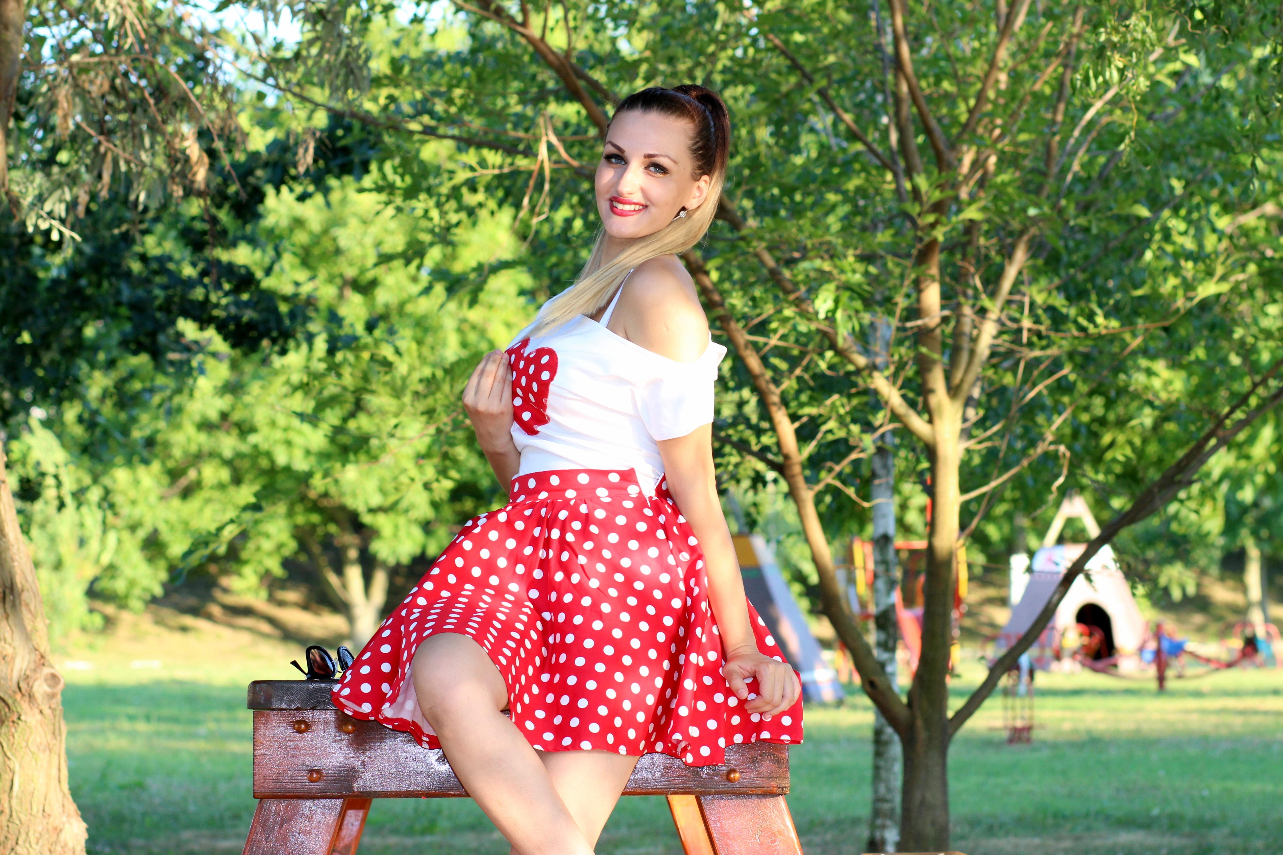 962bdf7f25a6 pige græsplæne hjerte mønster mode tøj kjole design skønhed forførende mave  Photo shoot