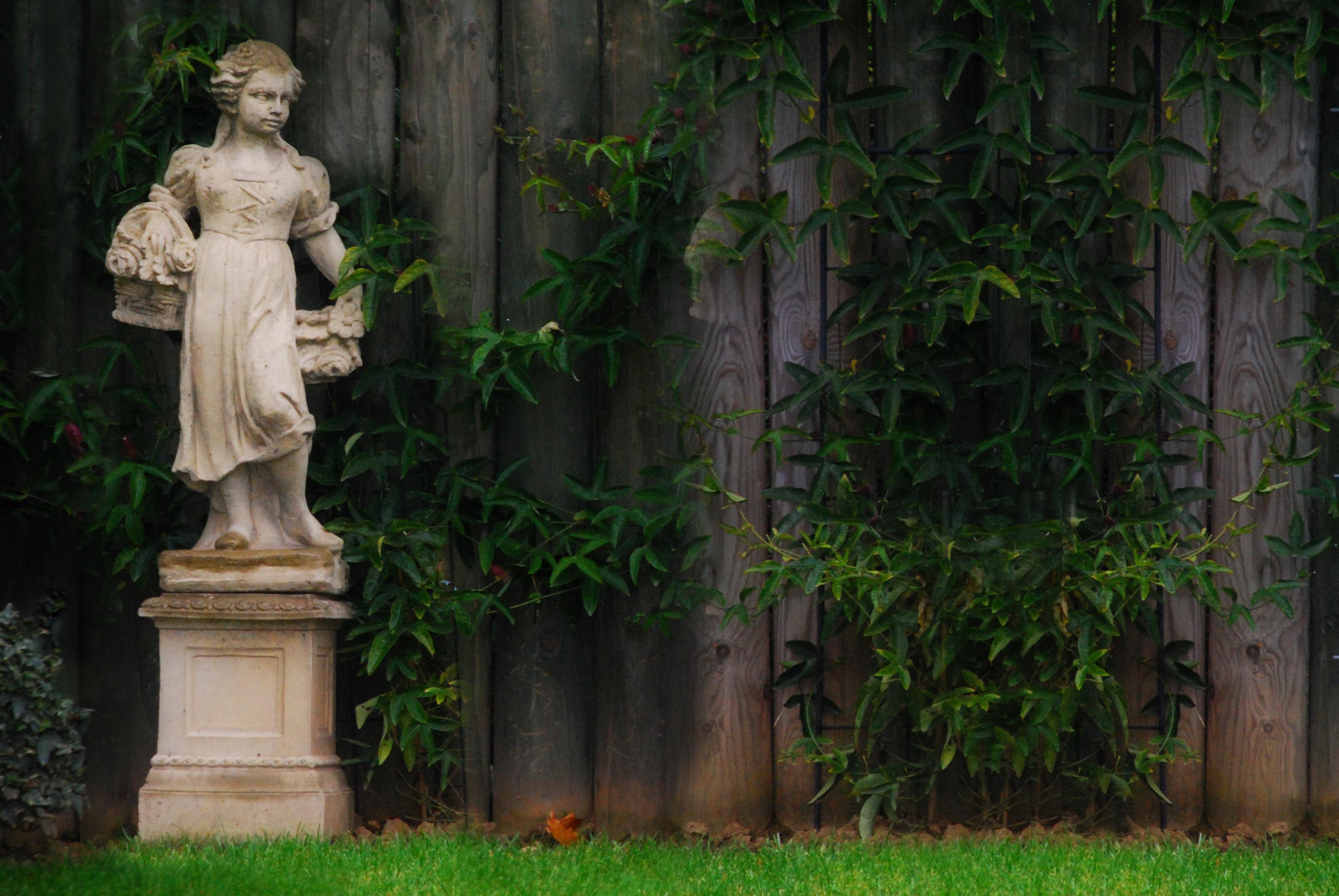 Girl Monument Statue Decoration Jungle Garden Sculpture Art Temple Gardens  Stone Figure Garden Statue Ornamental Garden