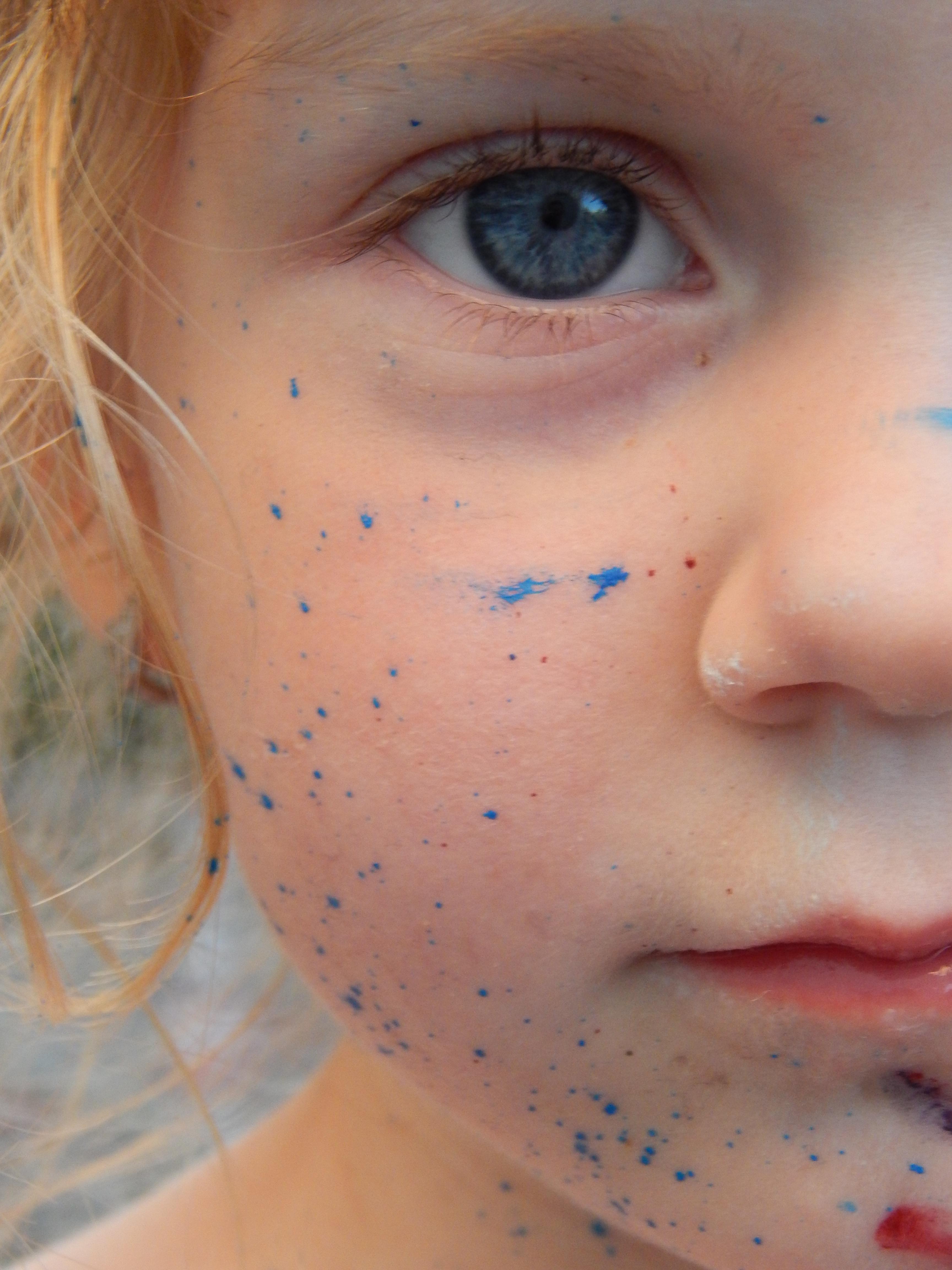 Images gratuites fille la photographie portrait couleur enfant peindre bleu oreille - Tache de resine sur vetement ...