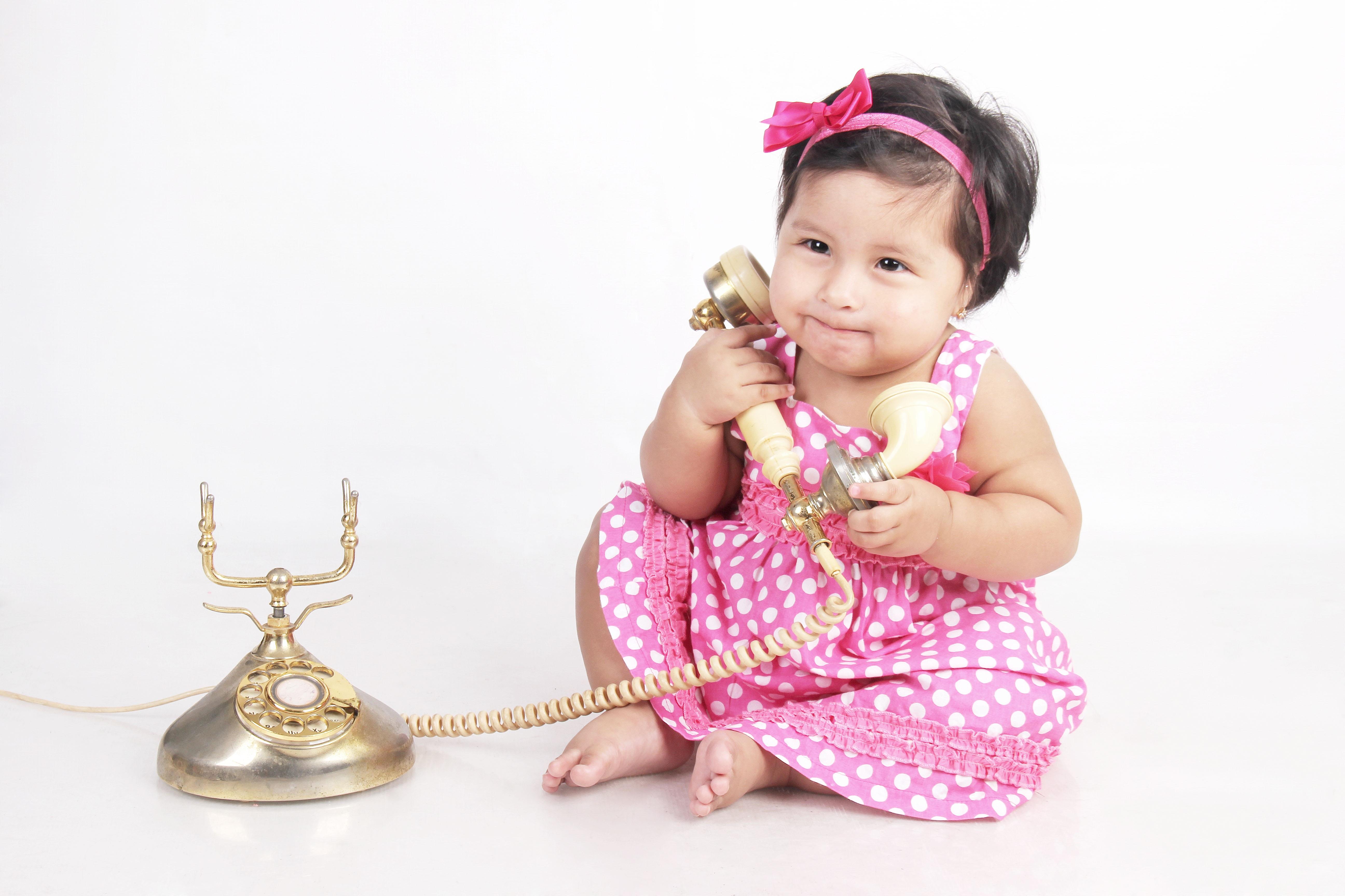 Gambar Gadis Bermain Telepon Berwarna Merah Muda Mainan Koleksi Anak Balita Panggilan Potret Bebe Gaun