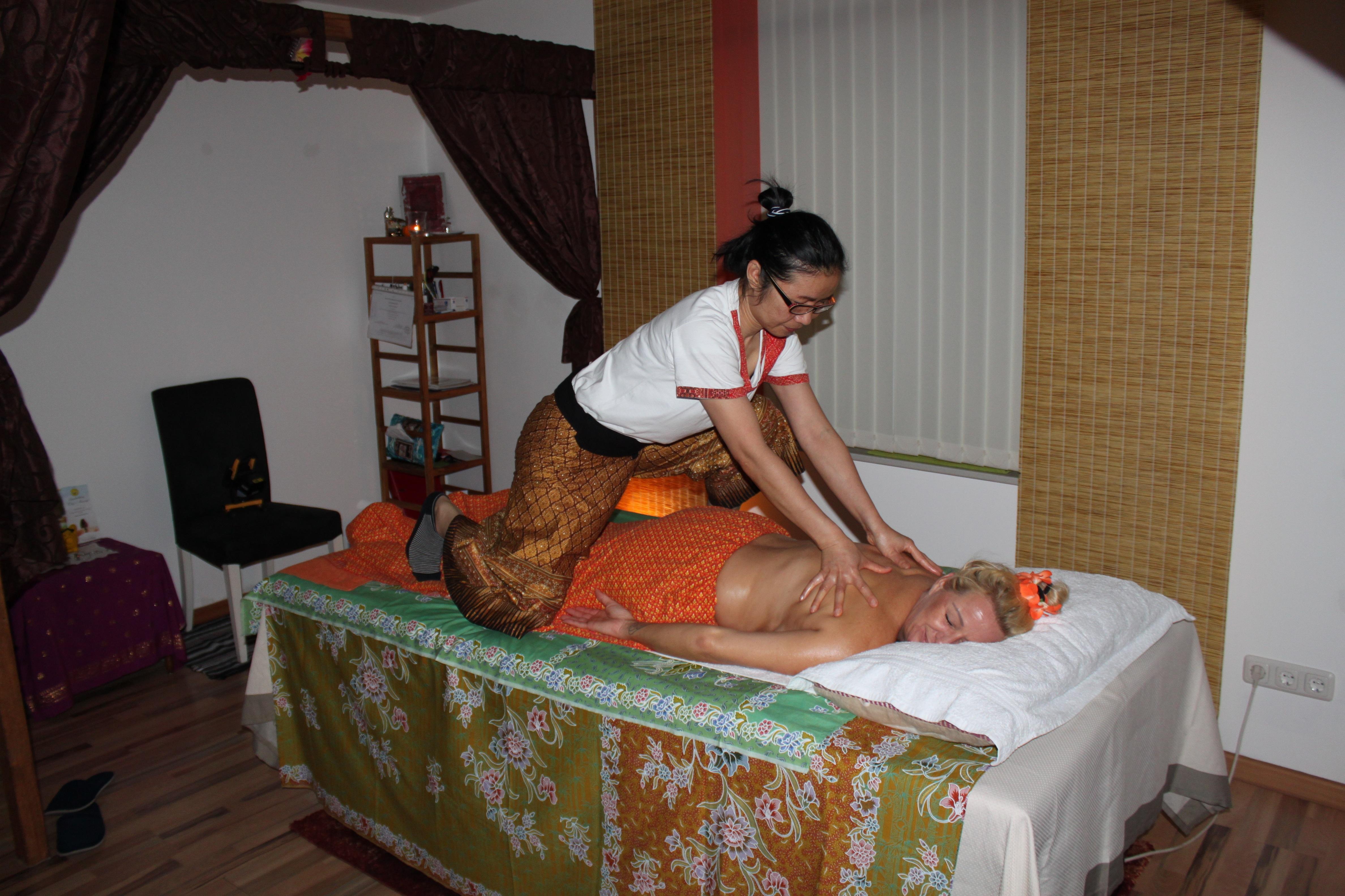 Thai-Mädchen im Zimmer
