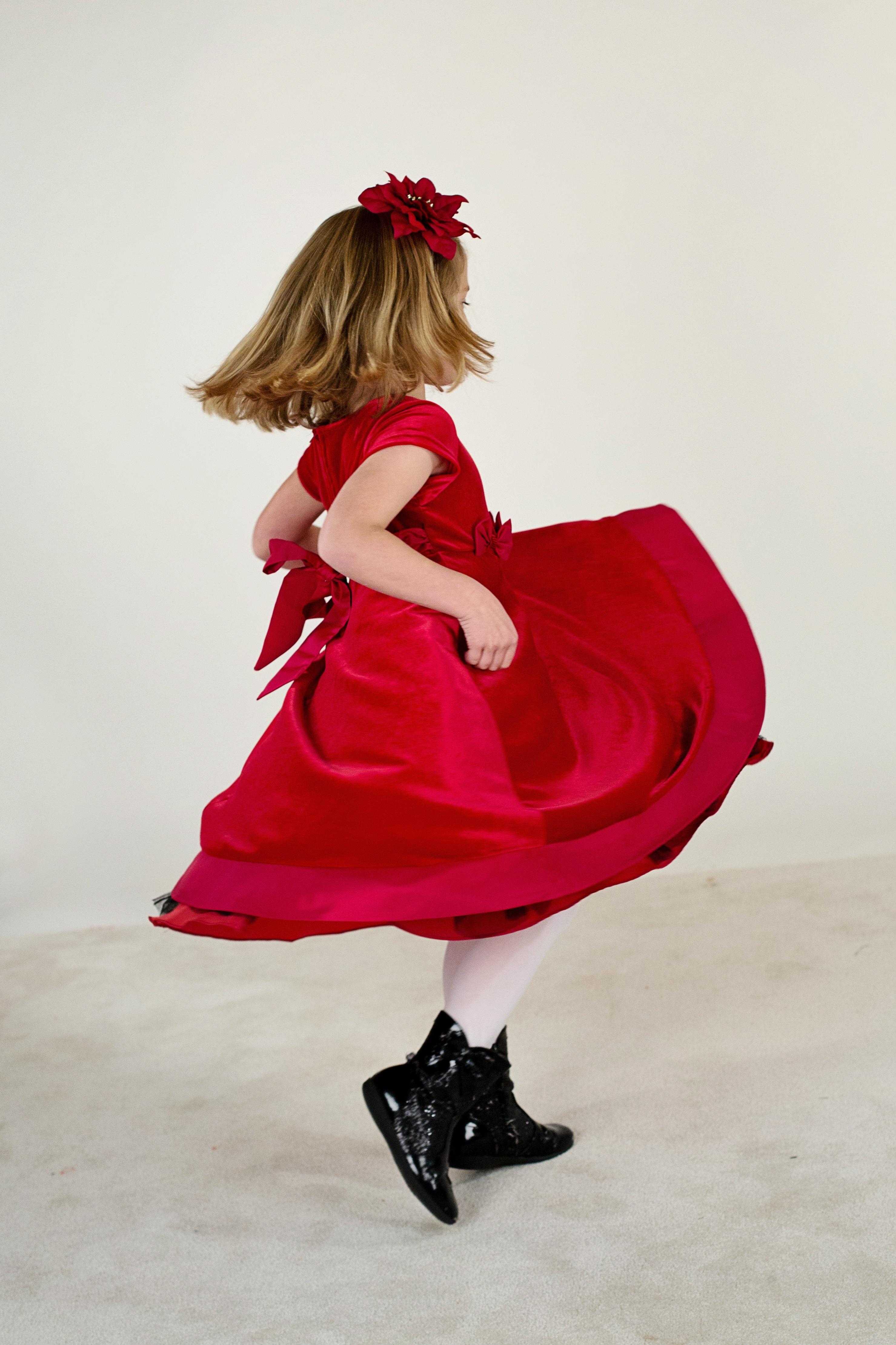 5ceb281cc90 fille fonctionnement mignonne Danse printemps rouge enfant mode Vêtements  Dame rose enfance Coiffure espiègle de bonne