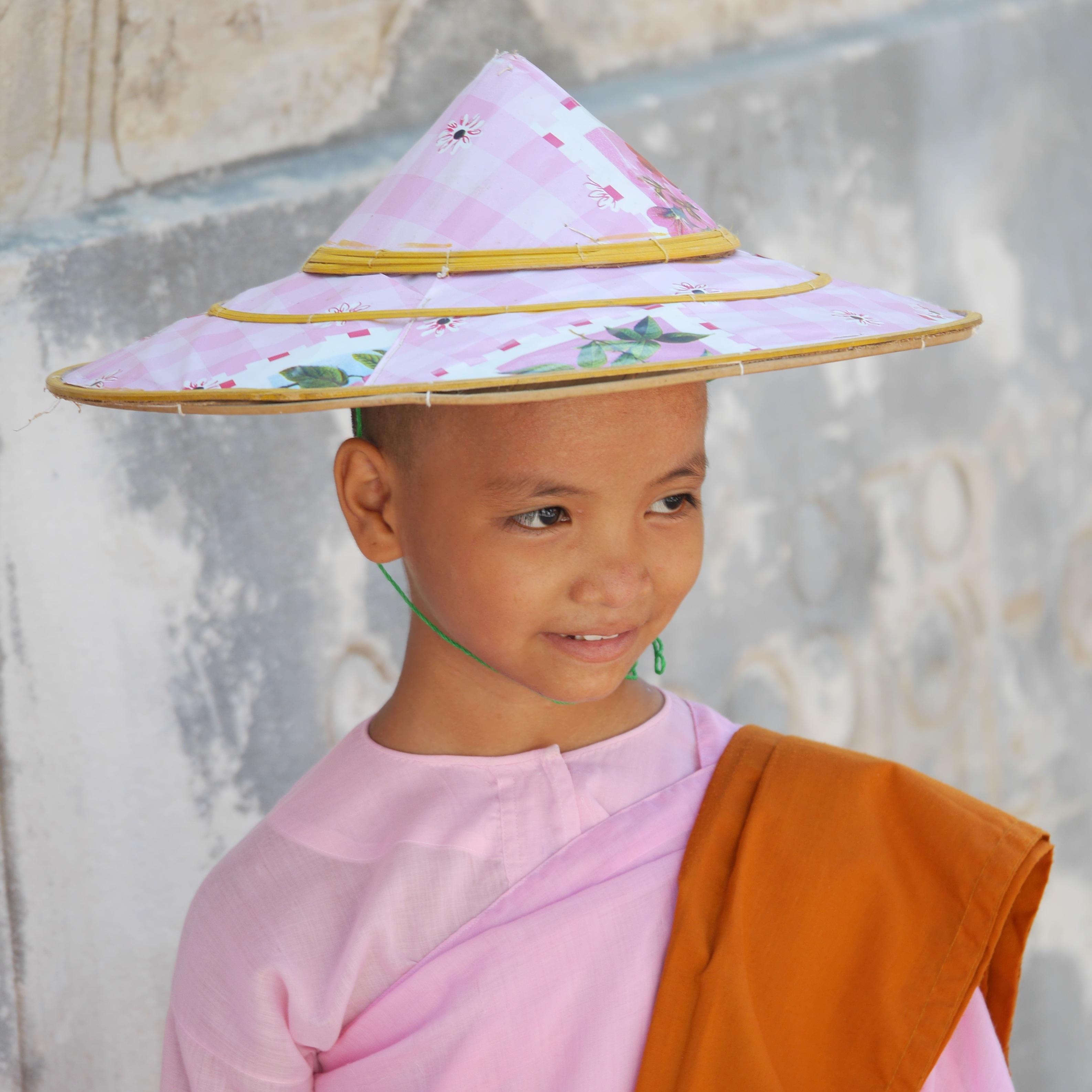 gadis musim semi anak topi pakaian berwarna merah muda myanmar Birma biara perempuan bibit fashion aksesori