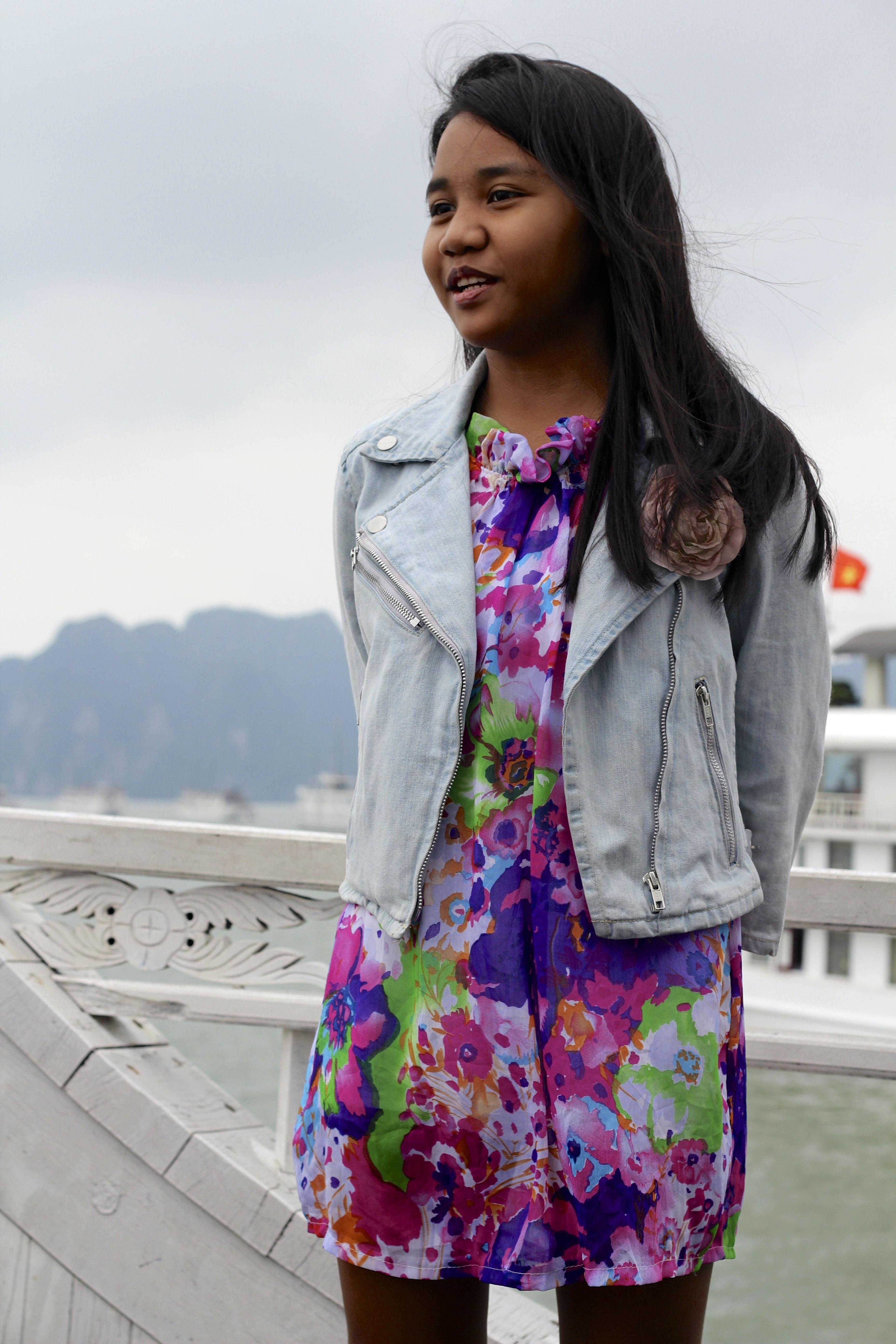 86e81d4f6217 pige forår slap af barn mode tøj jakke overtøj smil tekstil kjole glæde  blazer datter mave