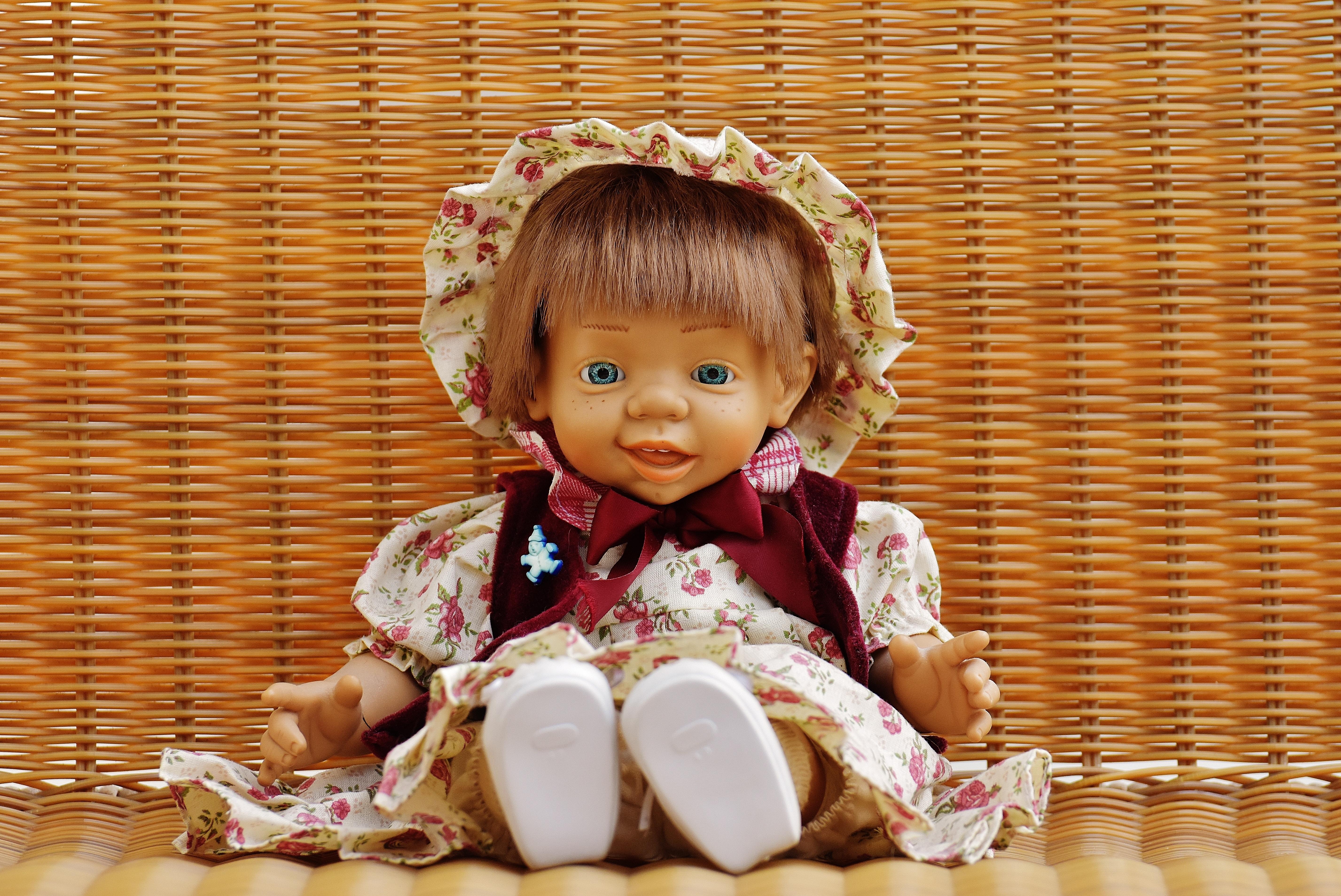 Открытки, прикольные картинки с куклами и надписями