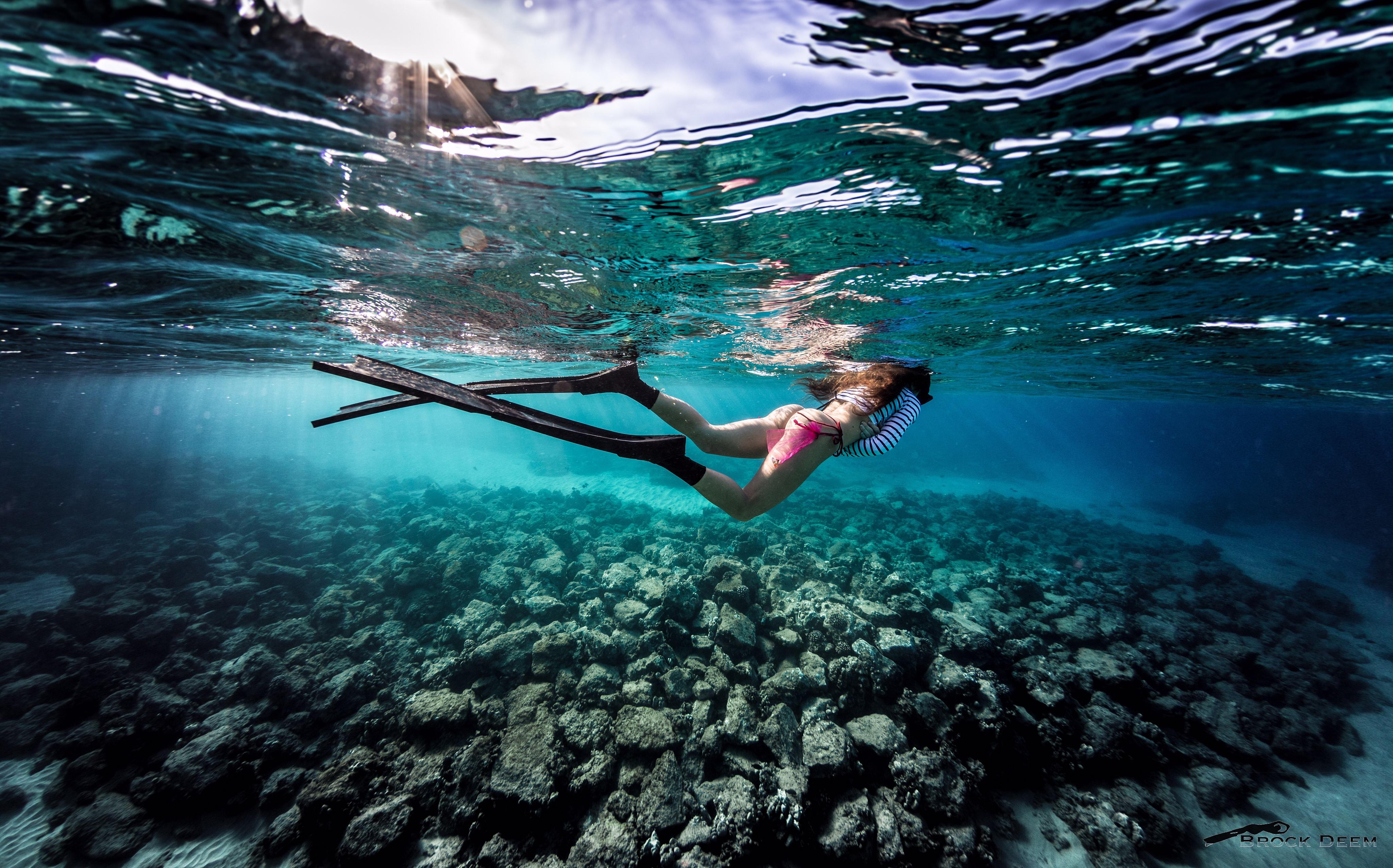движение фото плывущего под водой человека порою