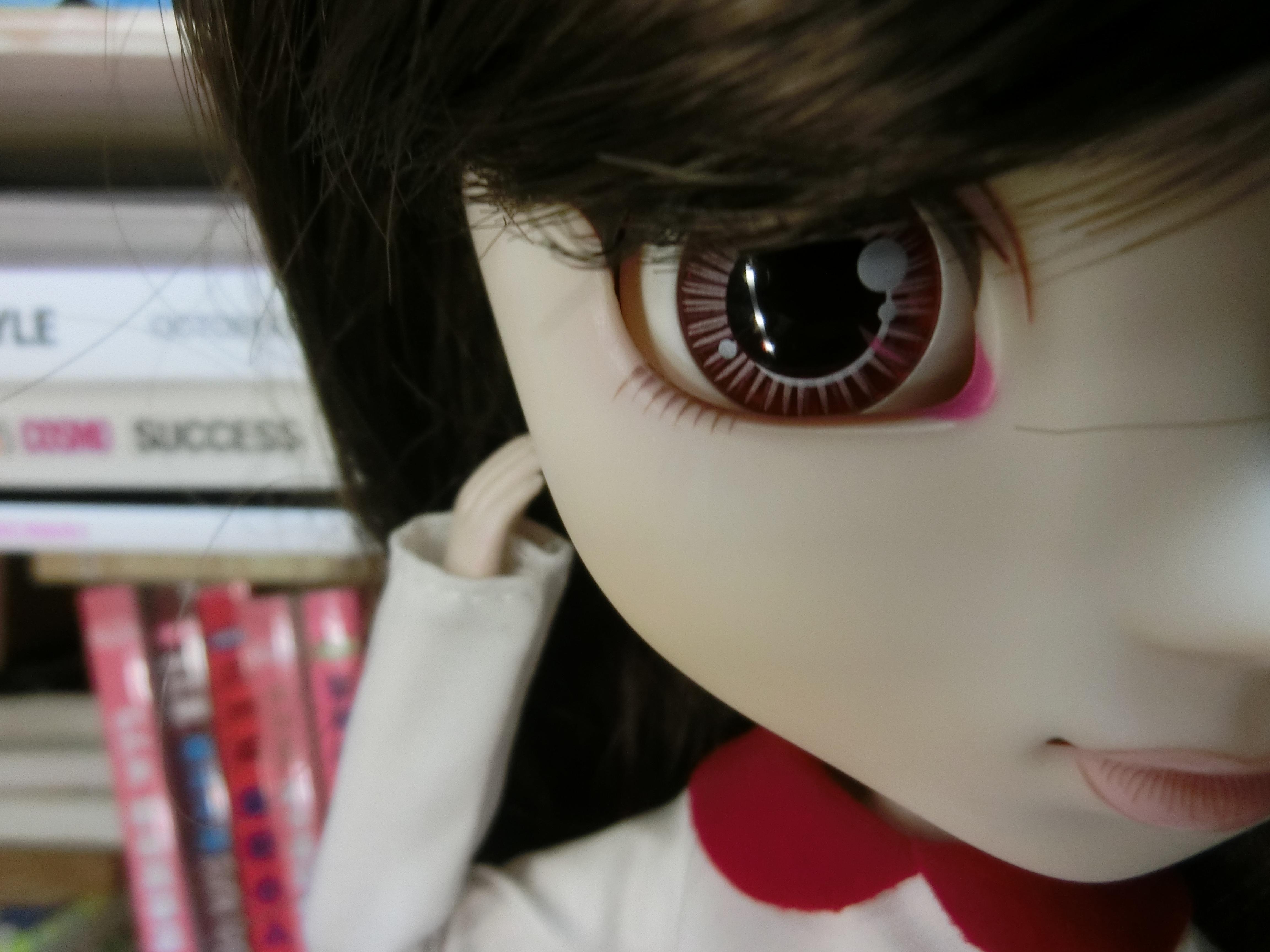 Gadis Putih Imut Merah Warna Asia Mainan Bibir Merapatkan Tubuh Manusia Menghadapi Boneka Hidung Mata