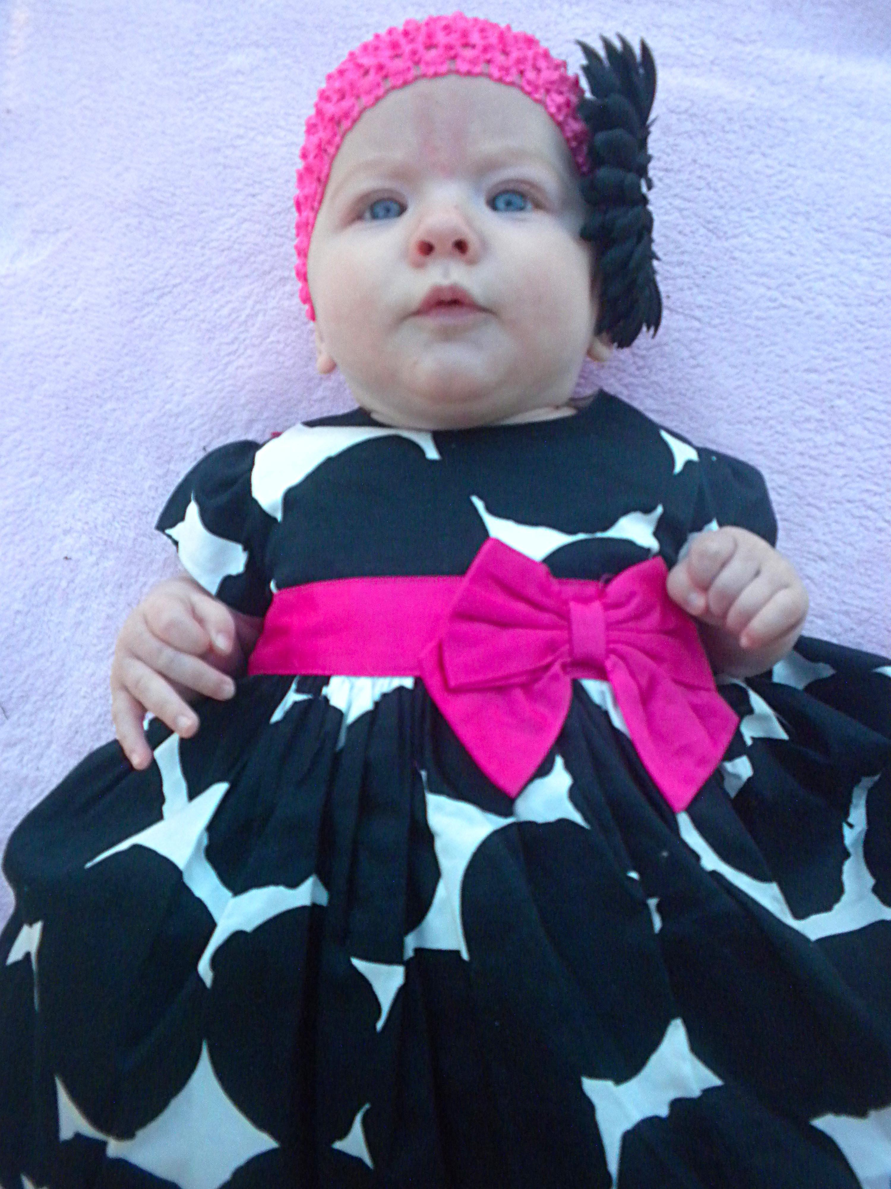 13cb25382 niña blanco dulce linda hembra joven niño ropa negro rosado bebé vestir  contento encantador infantil recién