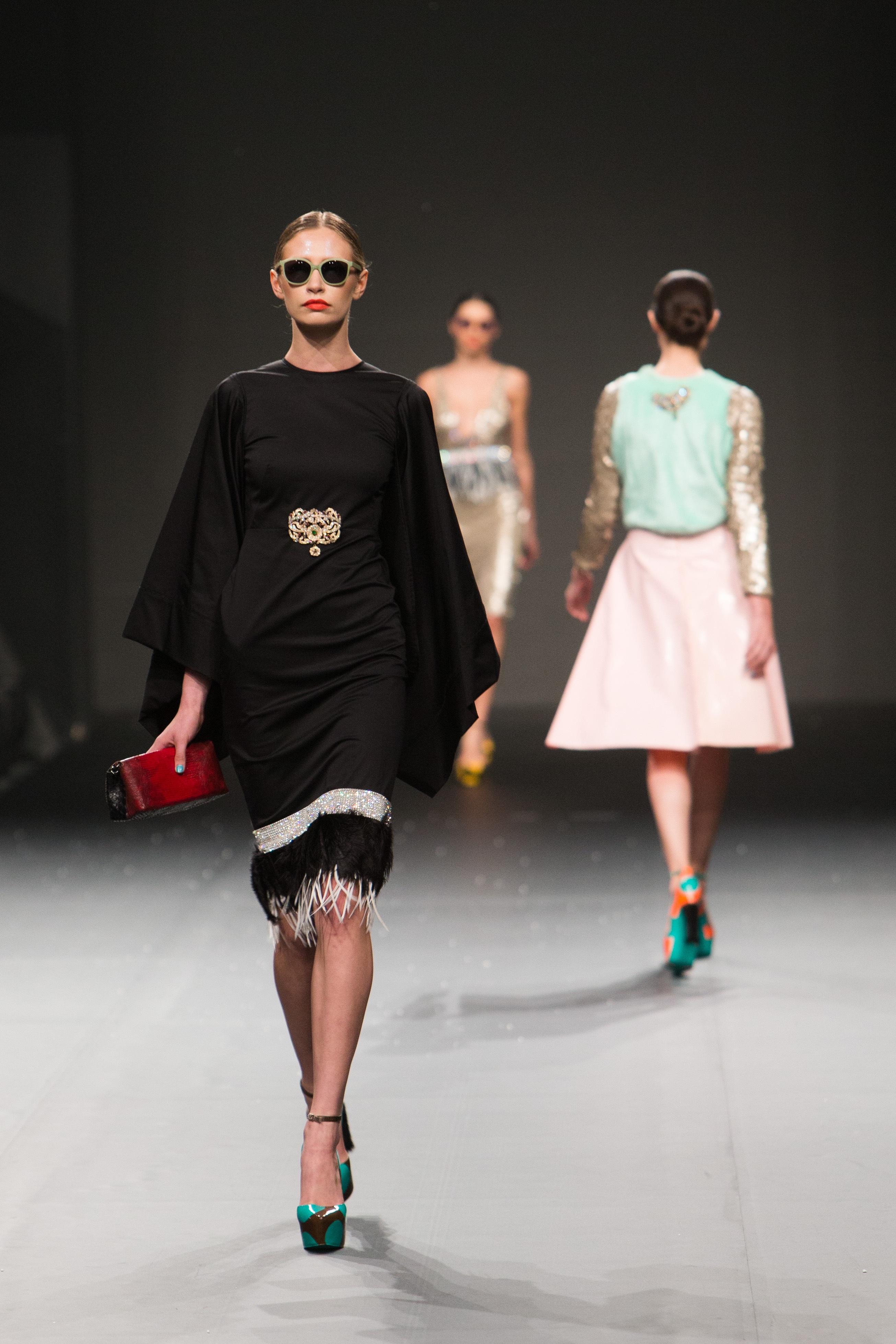 Показ мод женщин 4