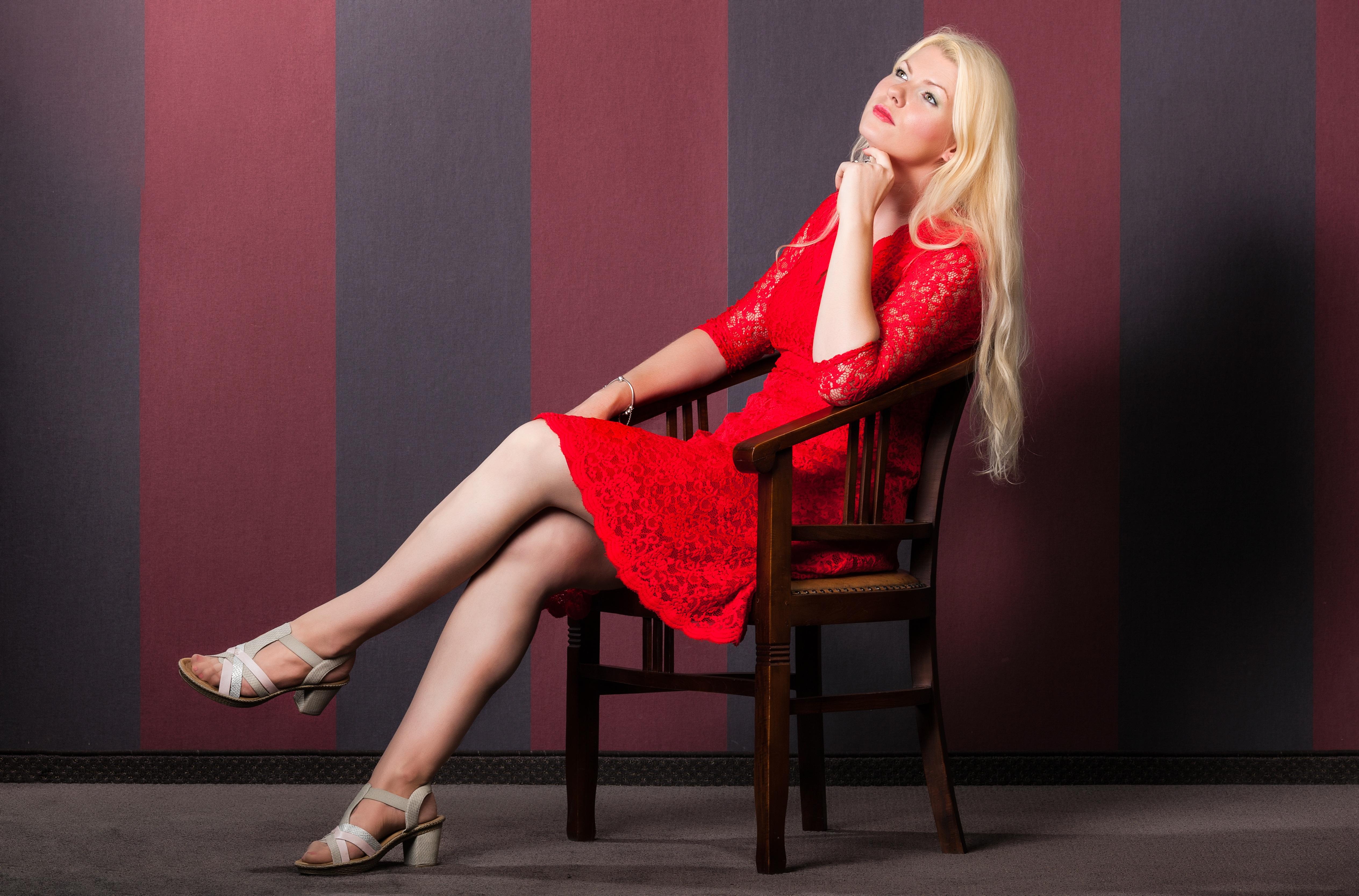 Фото красивых девушек блондинки на красивых каблуков