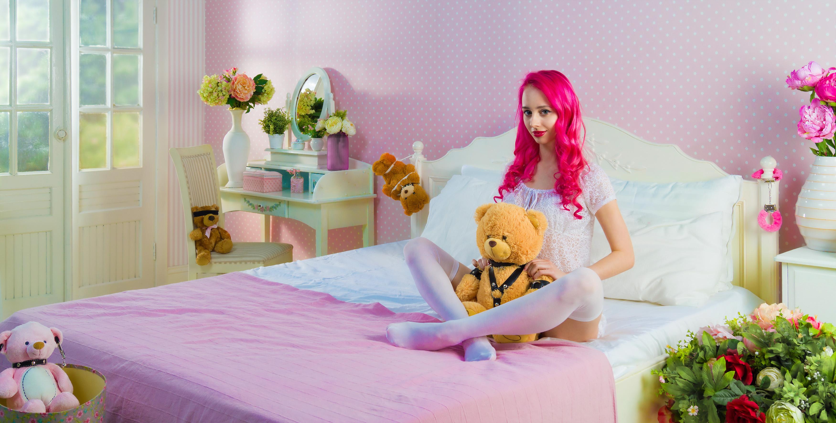 Kostenlose foto : Mädchen, Frau, Haus, Blume, Möbel, Zimmer, Rosa ...